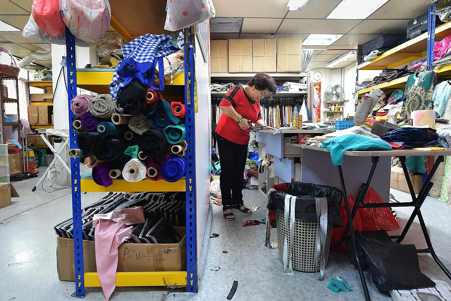 Madam Lie Hong Haw founded Bewa Enterprise in Joo Chiat Complex in 1993 with her husband. The shop is known for ready-made and customised traditional Malay costumes such as baju kurung and baju Pahang.