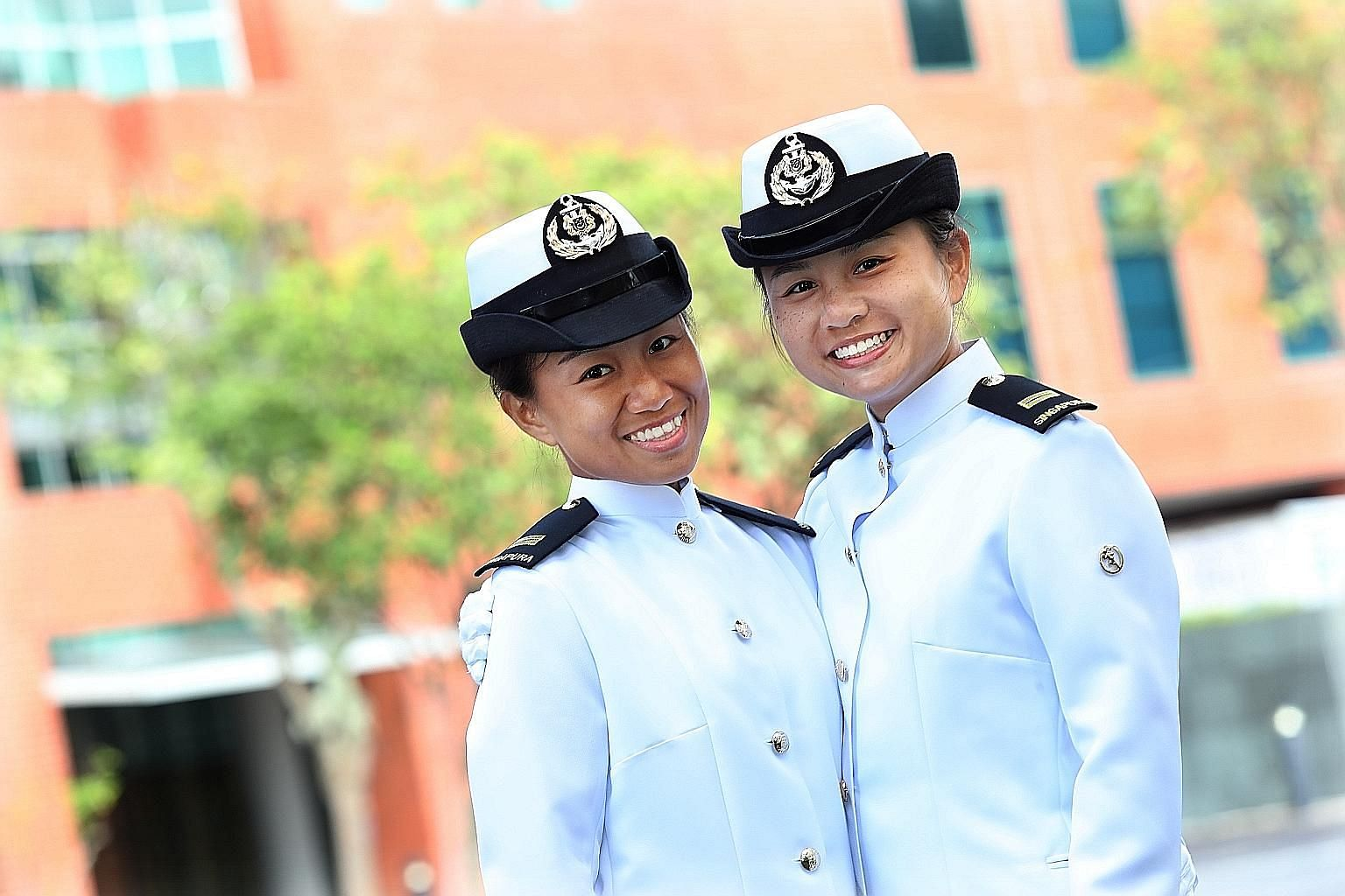 Lieutenant Emily Kwek Zhen Chun (left) with her younger sister, Lieutenant Felicia Kwek Zhen Yi. The former graduated as the top cadet in her cohort.