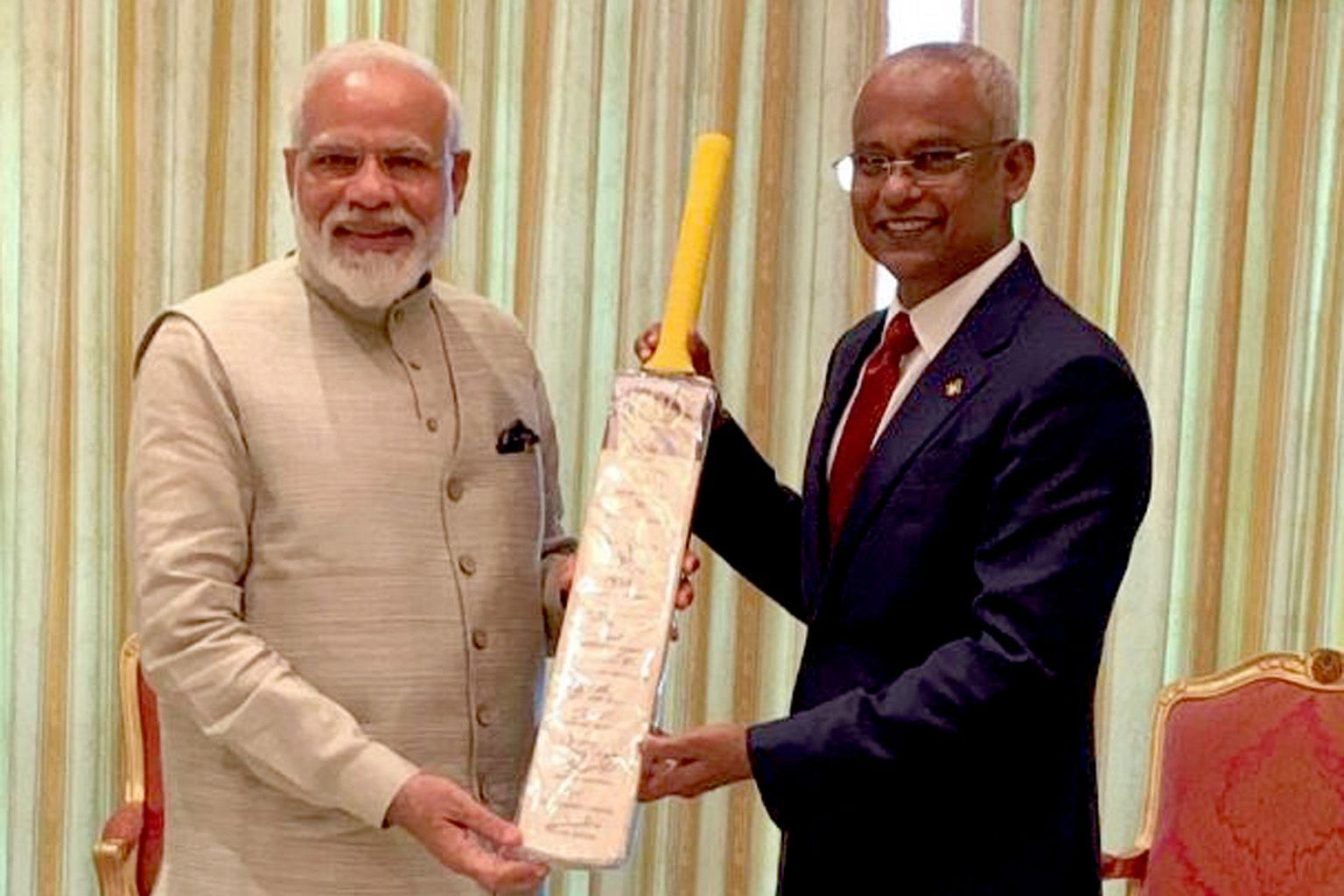 During his recent visit to the Maldives, Indian Prime Minister Narendra Modi (far left) gifted a cricket bat autographed by the Indian cricket team to Maldivian President Ibrahim Mohamed Solih.