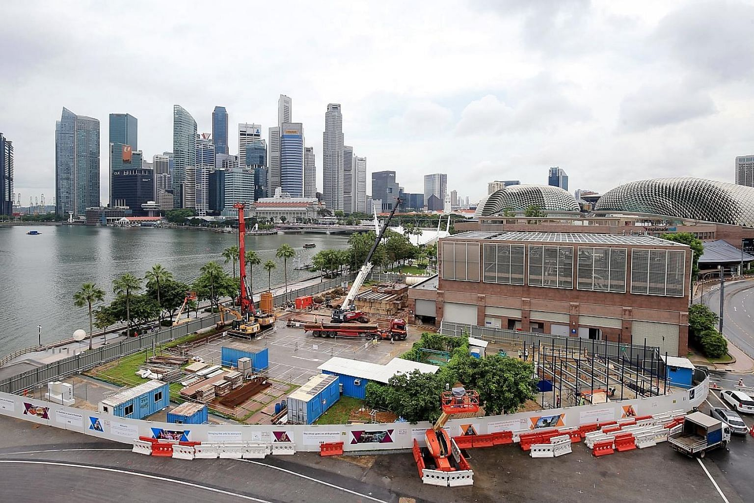 The 550-seat waterfront theatre is being constructed (left, with artist's impression on the right) in response to feedback about a gap in the arts landscape in Singapore. It will occupy a 3,000 sq m area along the waterfront. PHOTOS: LIANHE ZAOBAO
