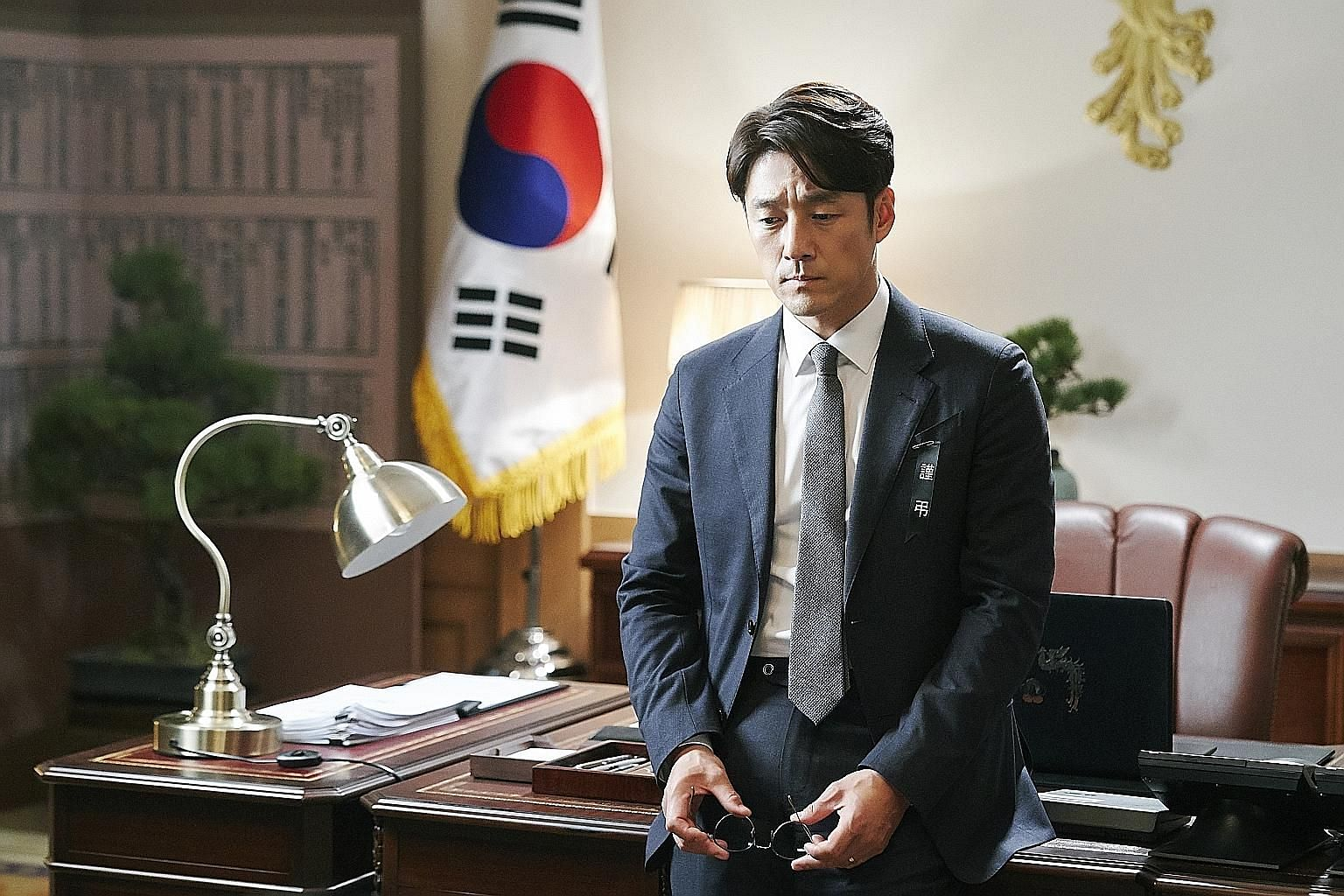 Lee Jung-jae (above left) is a wily chief of staff to Kim Kap-soo (above right), a floor leader of a fictional political party in Chief Of Staff. Actor Ji Jin-hee (right) stars as a mid-ranking politician who is suddenly made president of South Korea