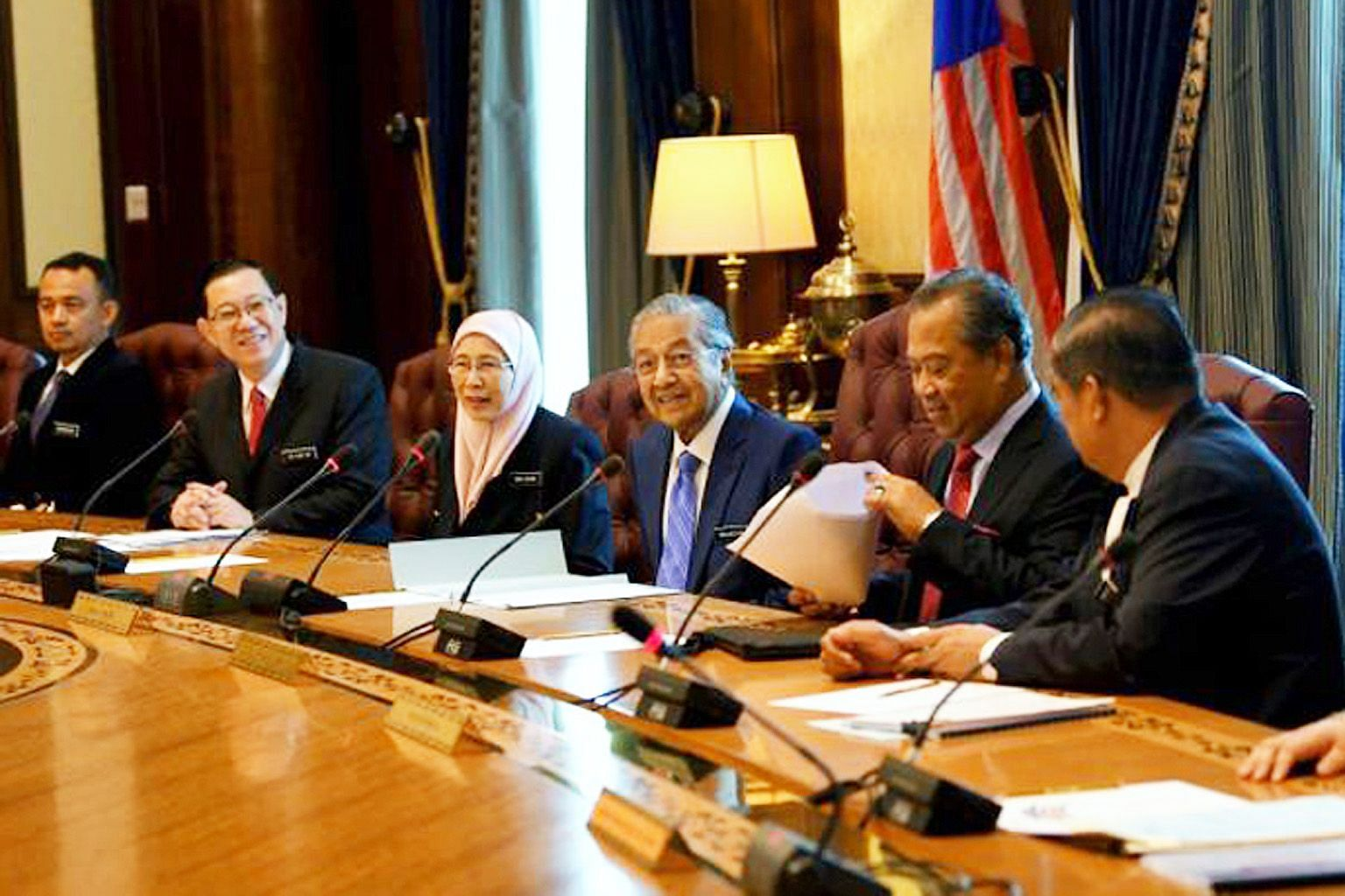 Prime Minister Mahathir Mohamad (centre) with other Cabinet members (from far left) Education Minister Maszlee Malik, Finance Minister Lim Guan Eng, Deputy Prime Minister Wan Azizah, Home Minister Muhyiddin Yassin and Defence Minister Mohamad Sabu. P