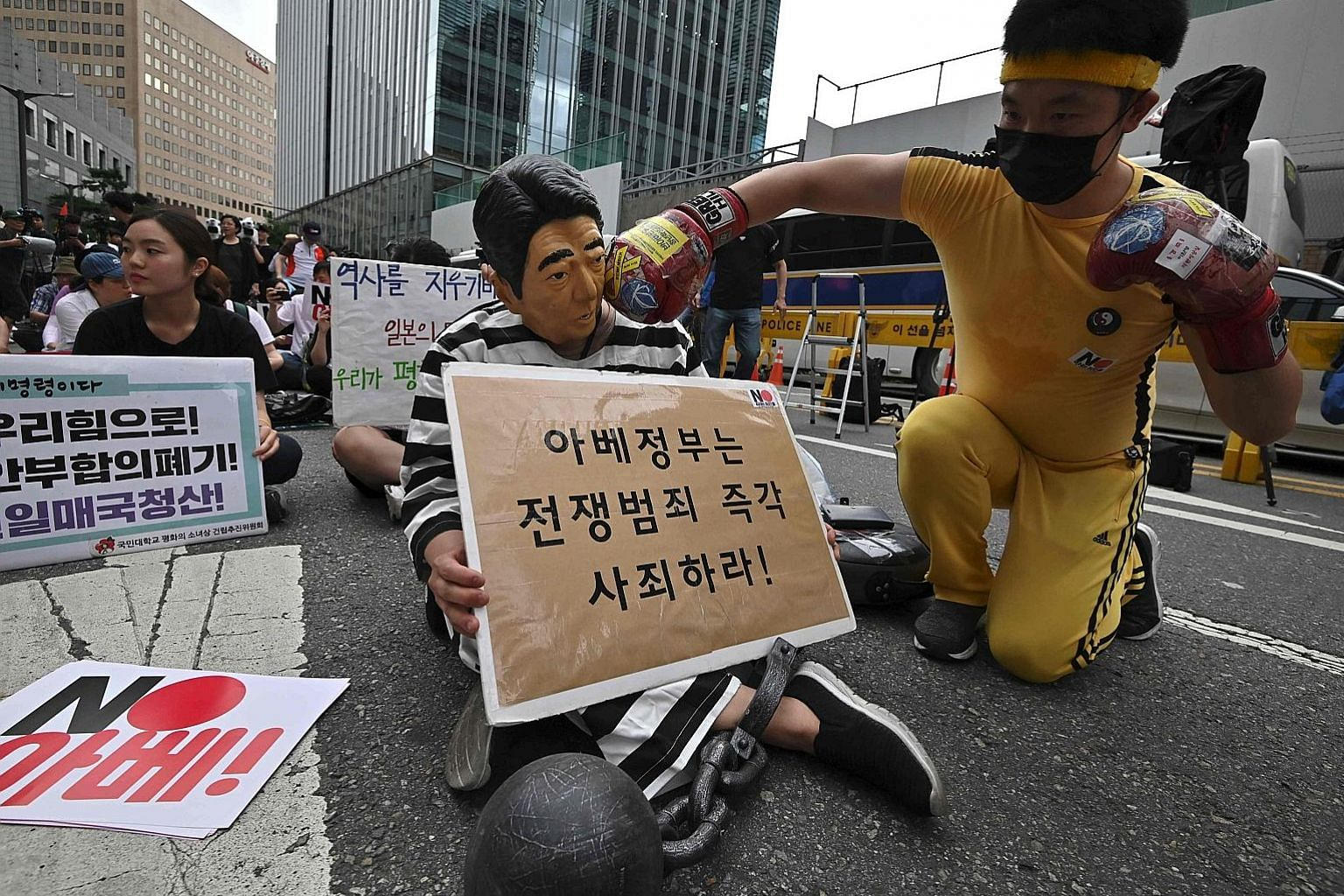 A South Korean protester wearing a mask depicting Japanese Prime Minister Shinzo Abe, at a rally denouncing Japan for its recent trade restrictions against Seoul, near the Japanese embassy in Seoul on July 20. PHOTO: AGENCE FRANCE-PRESSE