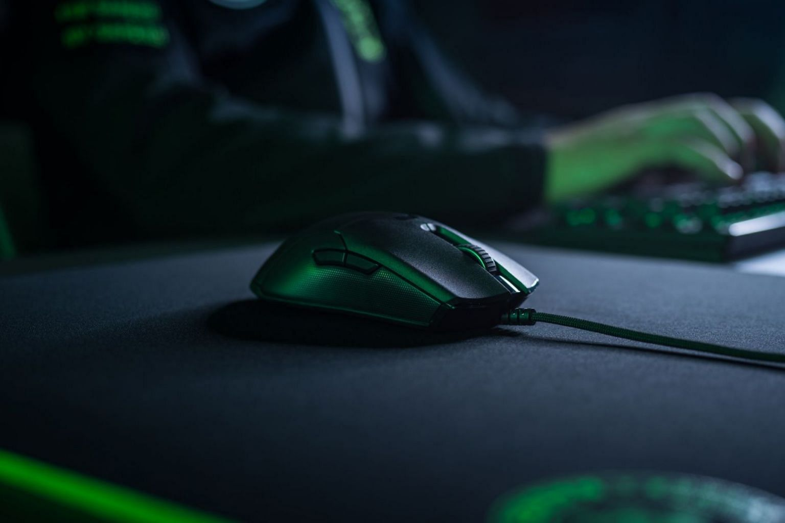 Razer's latest flagship Viper gaming mouse uses optical switches instead of the usual mechanical ones.