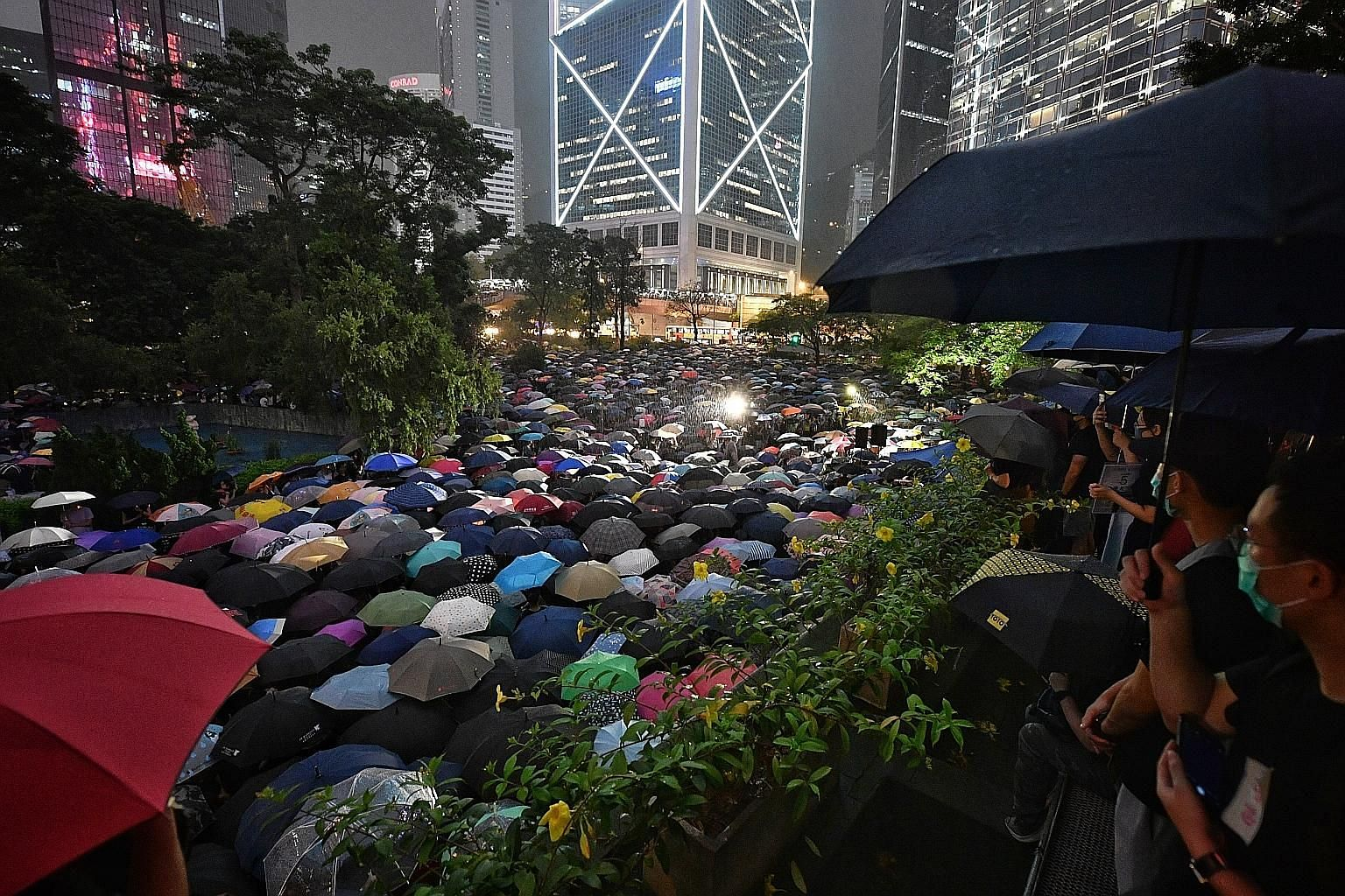 Chater Garden, in the heart of Hong Kong's business district, and its surrounding areas were turned into a sea of umbrellas last night as 13,000 civil servants gathered despite an evening shower to show their support for the anti-extradition movement