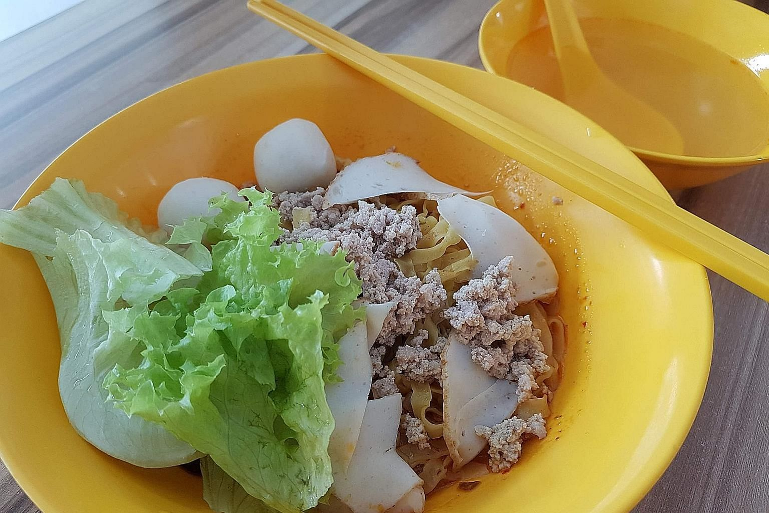 The chilli in the fishball minced meat noodles makes the dish stand out.