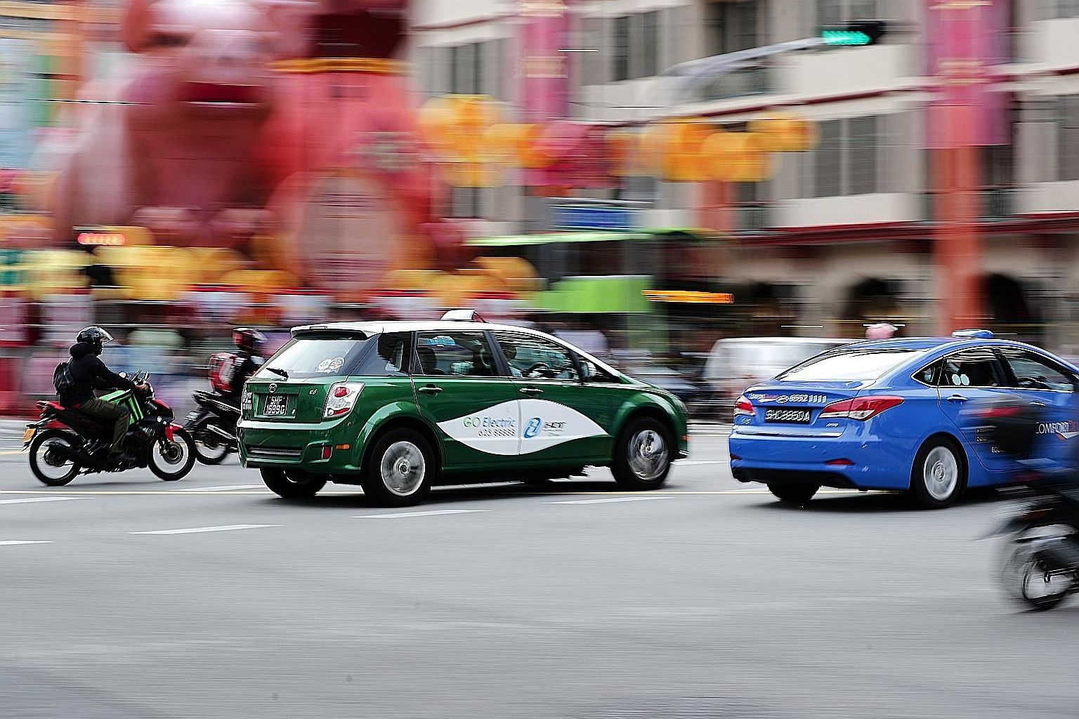 Senior Minister of State for Transport Janil Puthucheary disclosed that Singapore now has about 20,000 taxis and 45,000 private-hire cars. Operators with at least 800 vehicles on their platform must apply for a licence.