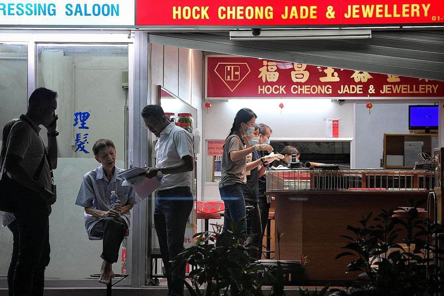 Police conducting investigations at Hock Cheong Jade & Jewellery shop in Ang Mo Kio Avenue 10, where a robbery took place at around 4pm yesterday.