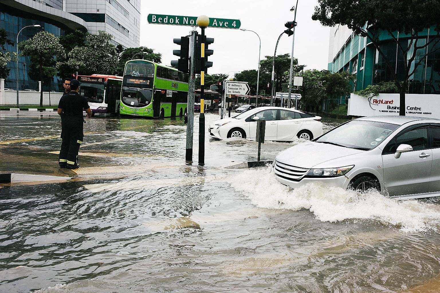 Singapore is already seeing some of the effects of climate change, including more intense rainfall and prolonged dry spells. Prime Minister Lee Hsien Loong noted that current projections are that sea levels will rise by up to 1m by the end of the cen