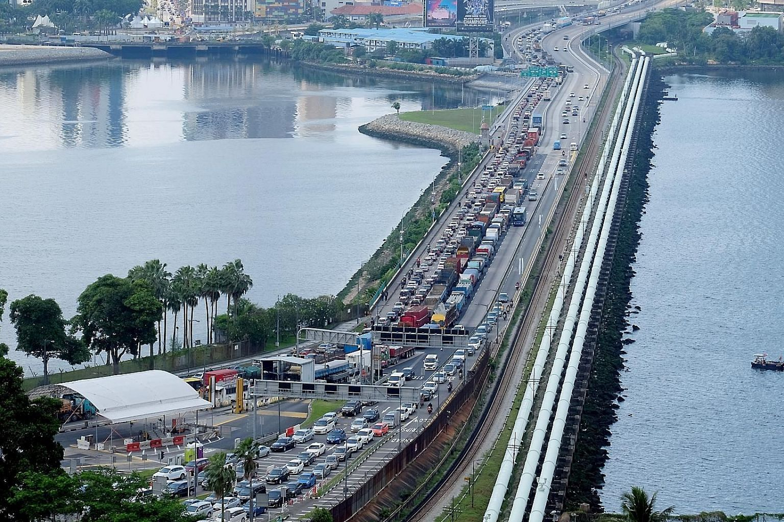 A file picture taken on Dec 22, 2018, showing the traffic jam at the Causeway. Malaysia is considering measures to ease the congestion, including expanding the link and creating a shipping lane. ST FILE PHOTO