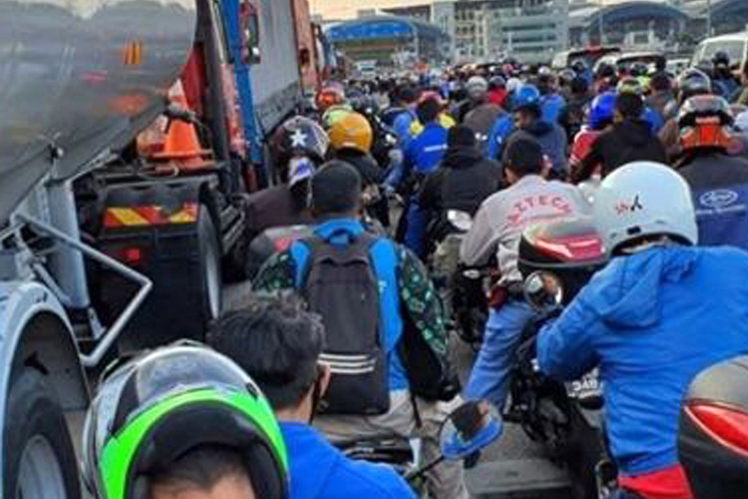 Frustrated motorists turned to social media platforms to post pictures of the traffic jam at Tuas Checkpoint, with some netizens complaining that they needed a toilet break.
