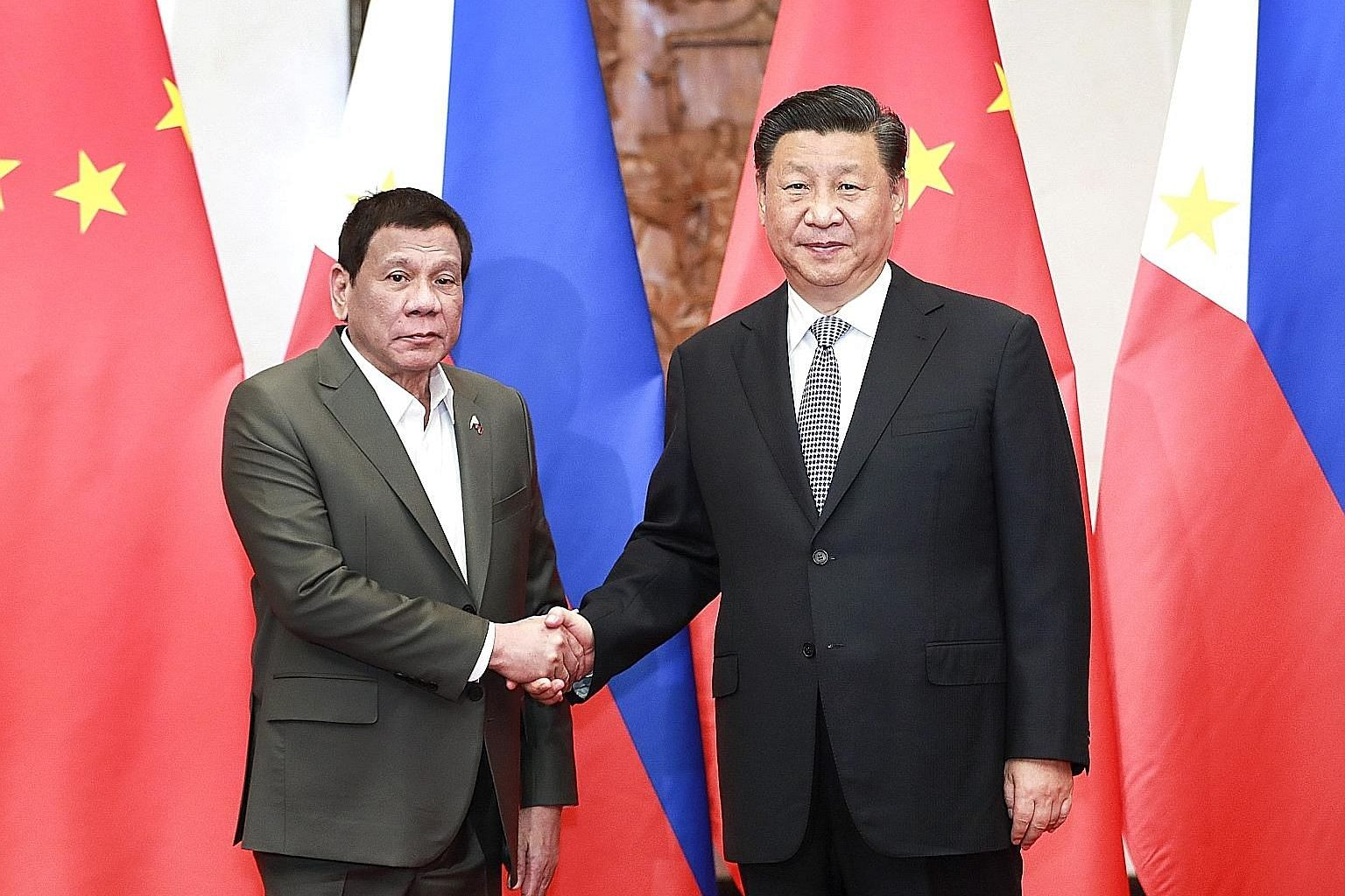 Philippine President Rodrigo Duterte (left) with Chinese President Xi Jinping at the Diaoyutai State Guesthouse in Beijing last Thursday.
