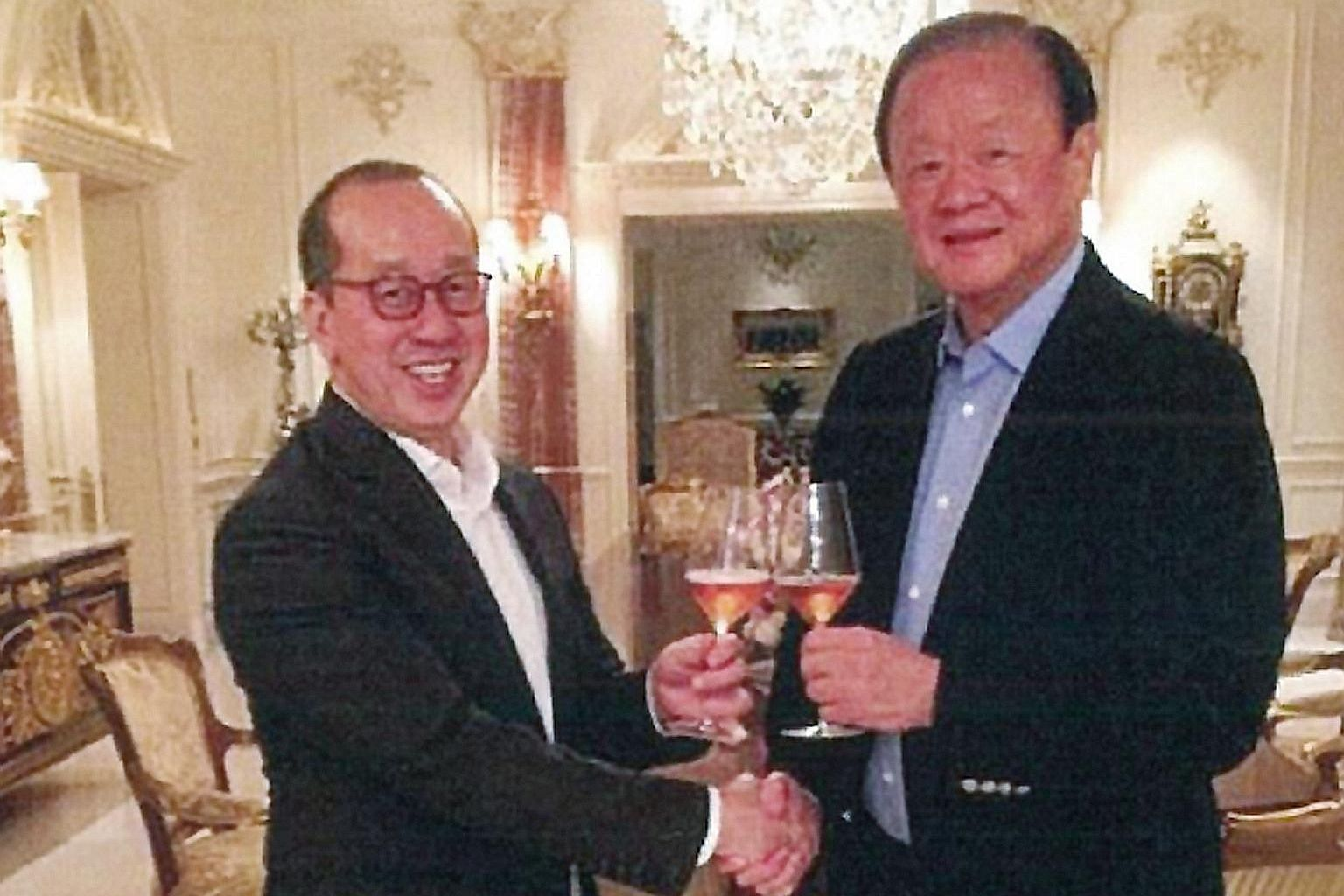 Raffles Education chairman Chew Hua Seng (far left) and tycoon Oei Hong Leong having a champagne toast at the house of Mr Oei's sister, Ms Sukmawati Widjaja, on Oct 16, 2017.