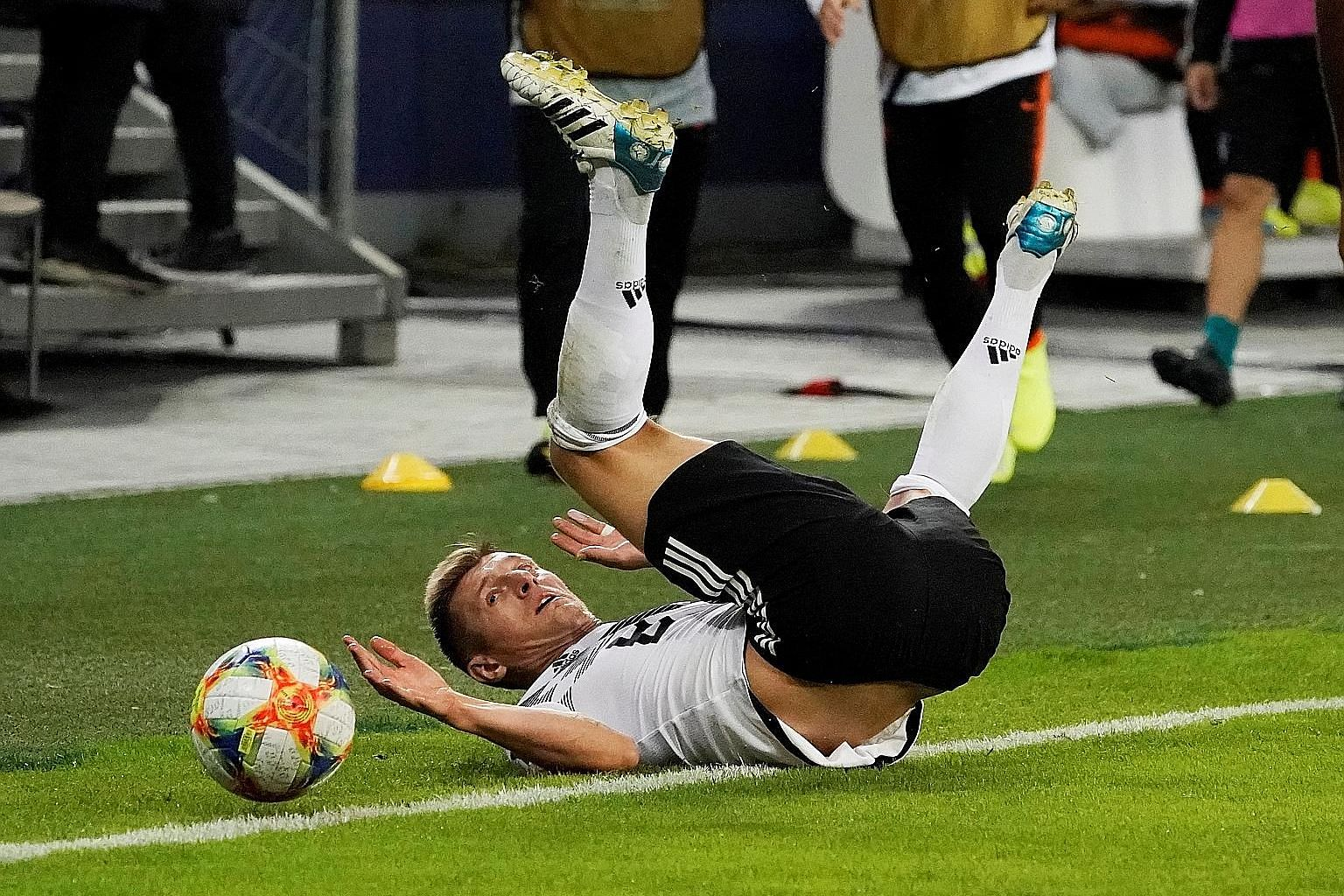 Germany's Toni Kroos seems at a loss for ideas during last Friday's 4-2 defeat by the Netherlands. Coach Joachim Low knows his team need to leave the pitch as winners against Group C leaders Northern Ireland today.