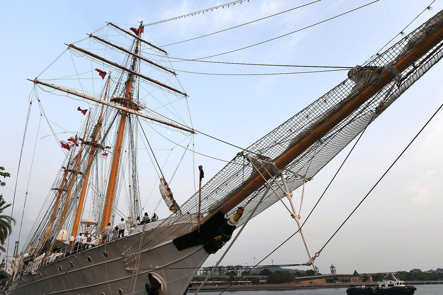 Members of the public now have the chance to board one of the largest tall ships in the world. The Esmeralda of the Chilean Navy is now docked at VivoCity Promenade. It will be open to visitors both today and tomorrow, from 10am to 6pm. It is the thi