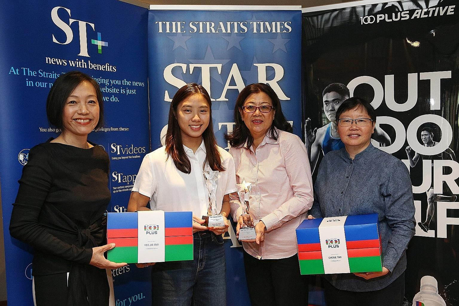 The Straits Times Star of the Month Yeo Jia Min (second from left), with Josephine Tan, mother of joint-award winner Cherie Tan, ST Sports editor Lee Yulin (right) and F&N Foods managing director Jennifer See (left). ST PHOTO: JASON QUAH