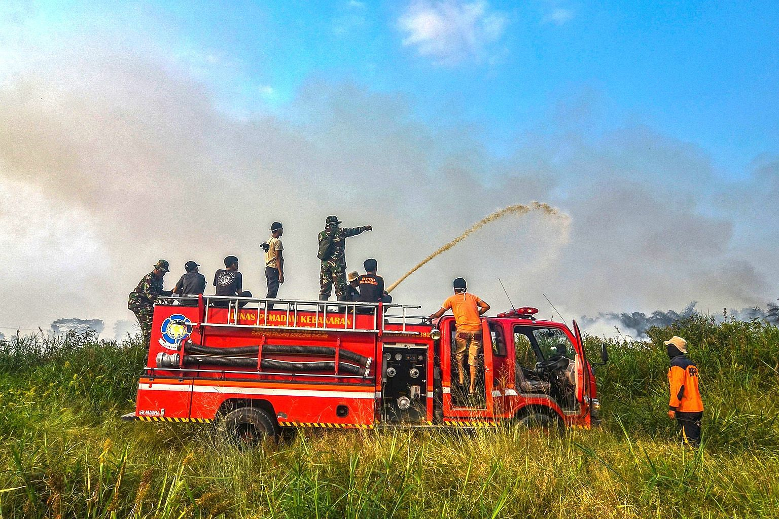 A boy wearing a mask to protect against air pollution at Sultan Syarif Kasim II airport in Pekanbaru, Riau, last Thursday. Indonesian firefighters battling a fire at an oil palm plantation in Riau, the peatland-rich province on Sumatra island, earlie