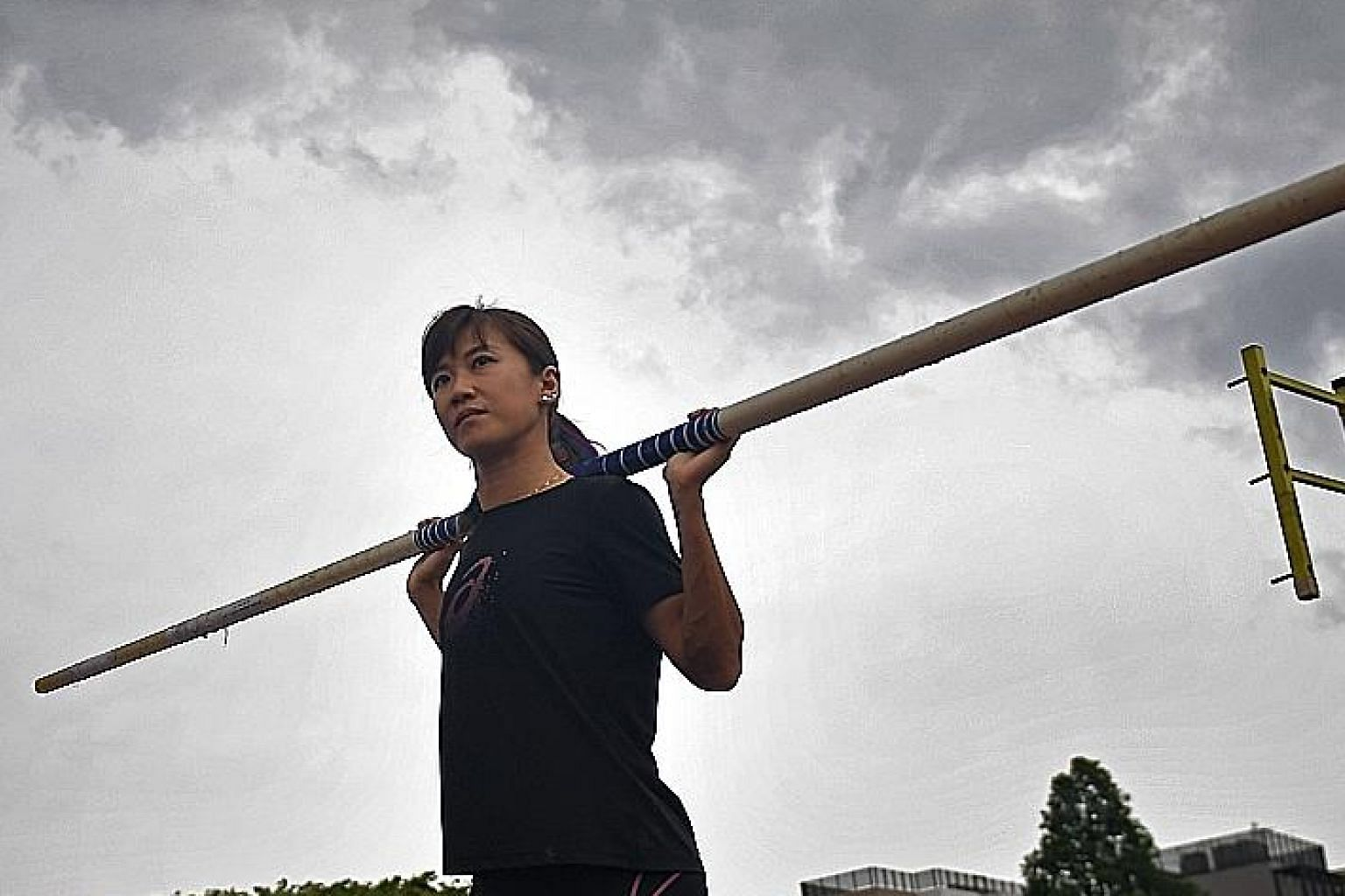 For now, Rachel Yang will come under former national heptathlete Yu Long Nyu, who is not a specialist pole vault coach, at the SEA Games in the Philippines.