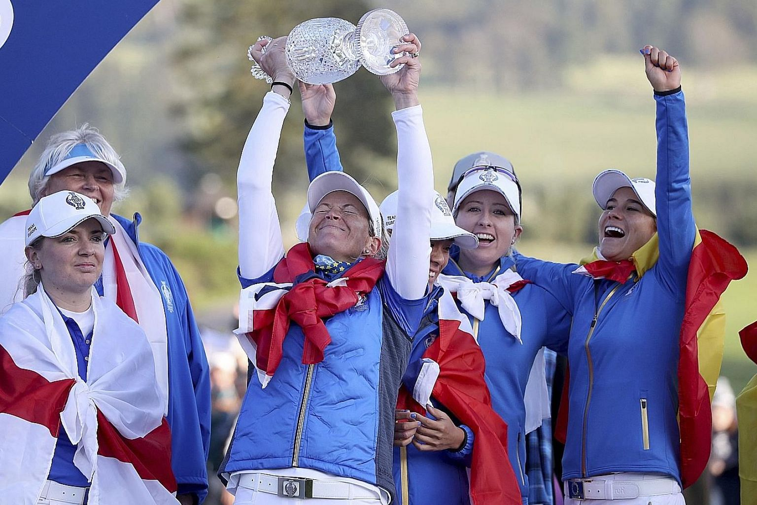 A jubilant Suzann Pettersen lifting the Solheim Cup after helping Europe beat the United States 141/2-131/2 at Gleneagles on Sunday. PHOTO: ASSOCIATED PRESS