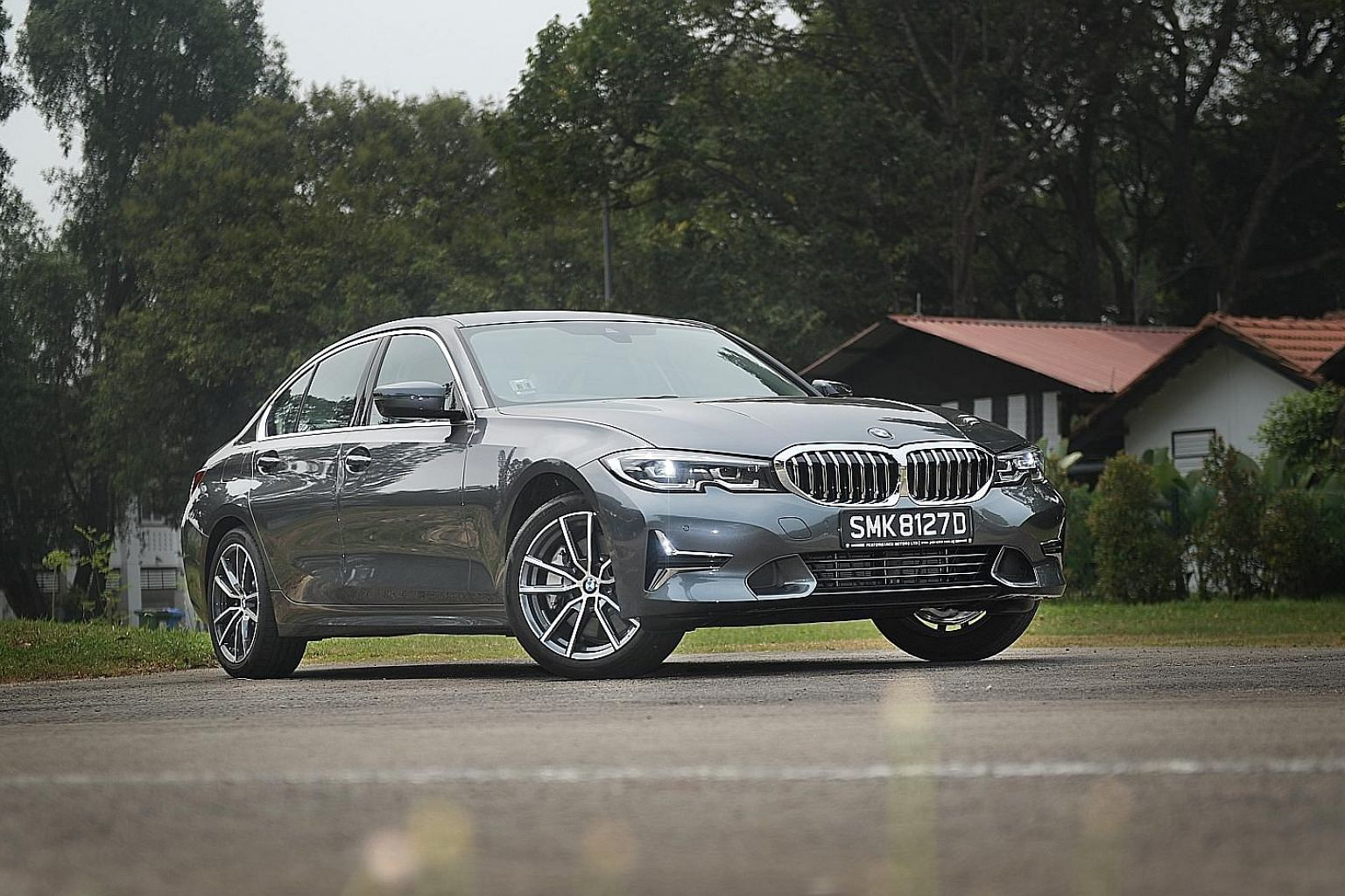 The BMW 330i Luxury excels on straights and wide sweeping bends, and is among the best-handling semi-compact sedans around.