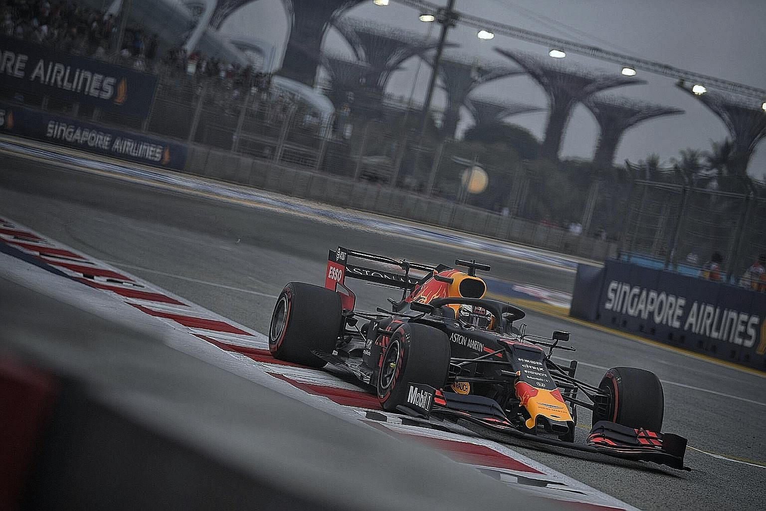 Red Bull's Max Verstappen was second quickest during yesterday's second practice session as he bids to better last year's second-place finish at the Singapore GP, his only podium finish in six street races.