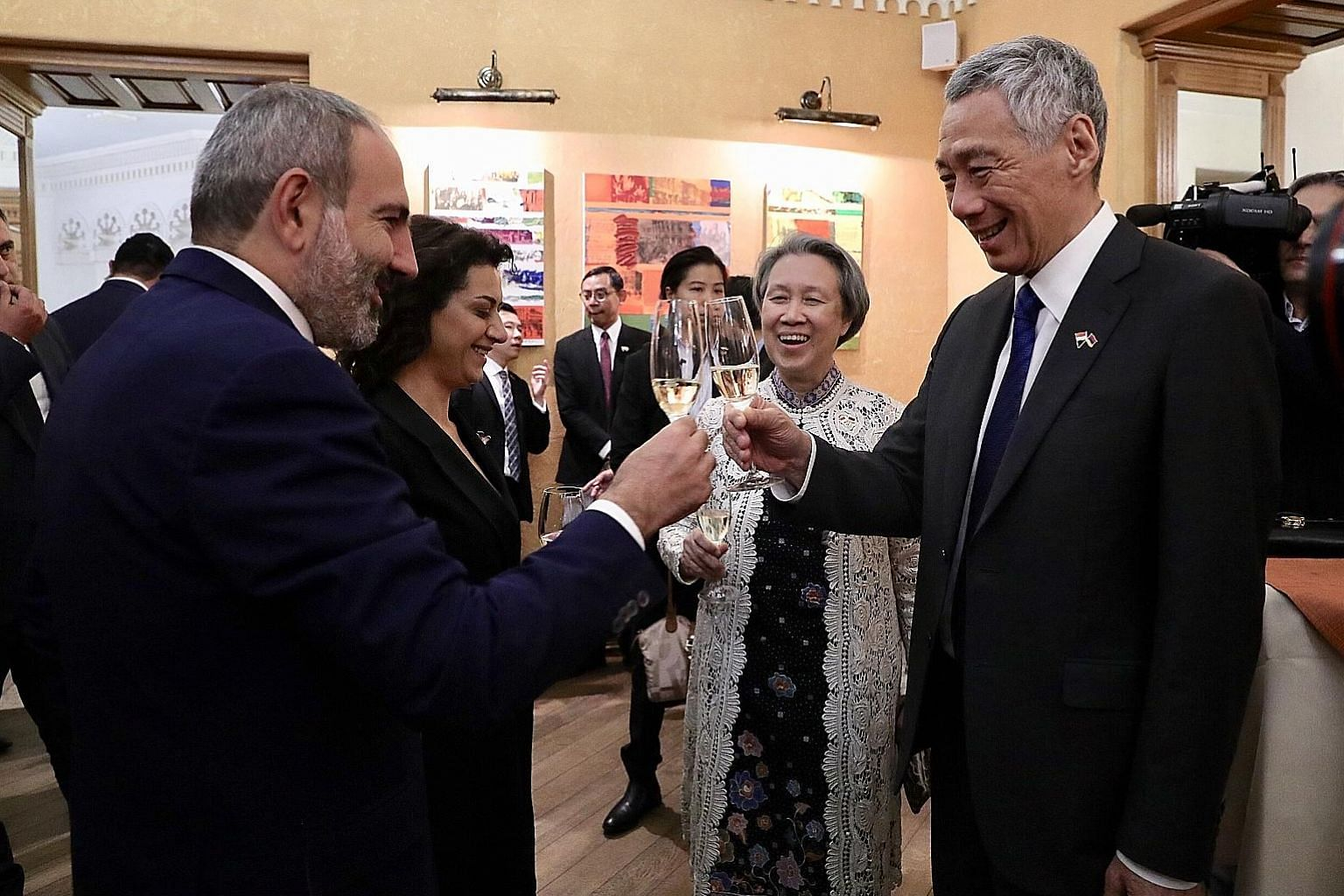 Prime Minister Lee Hsien Loong raising a toast with his Armenian counterpart Nikol Pashinyan before lunch in Yerevan yesterday. With them are Mrs Lee and Mr Pashinyan's wife, Ms Anna Hakobyan. PHOTO: MCI