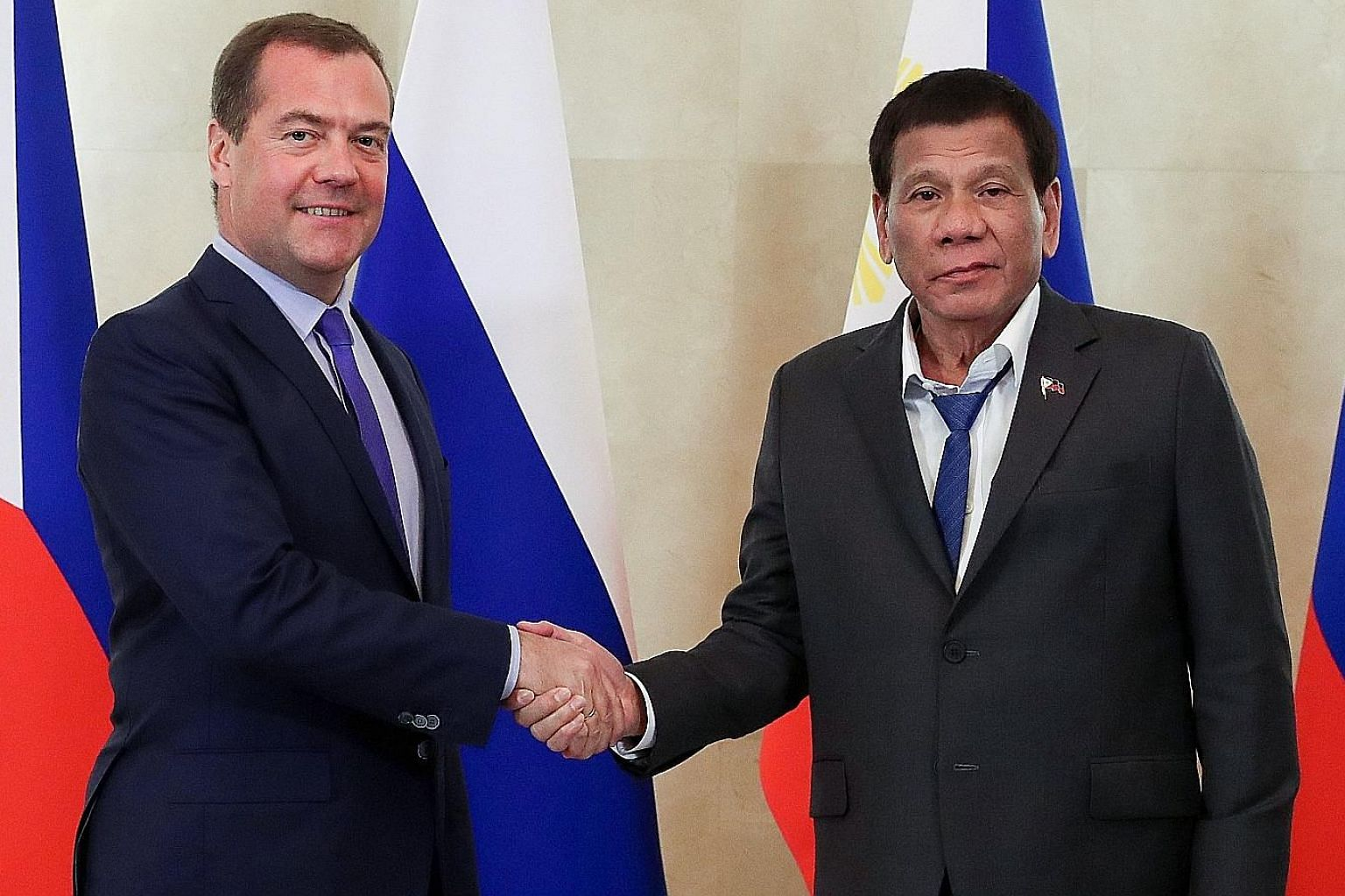 At his meeting on Wednesday in Moscow with Russian Prime Minister Dmitry Medvedev, Philippine President Rodrigo Duterte wore a dark grey suit that seemed to have been taken off a mall rack, a shirt with unbuttoned collar that needed ironing and a loo