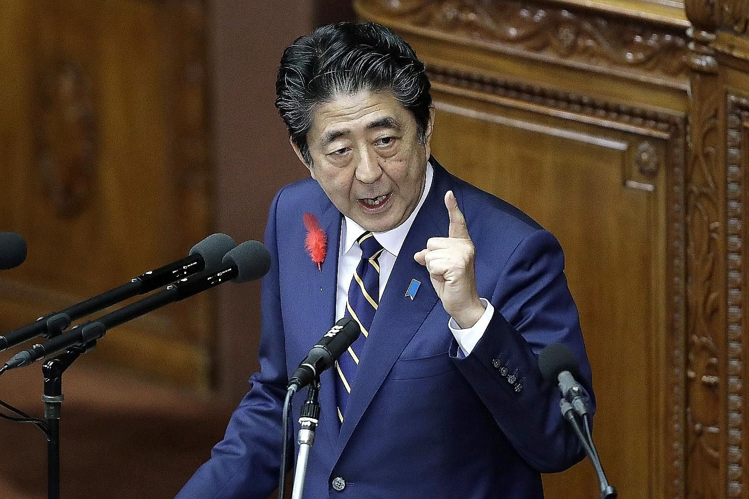 Japanese Prime Minister Shinzo Abe, speaking at an extraordinary session of Parliament yesterday, said that achieving economic growth remains his administration's top priority.