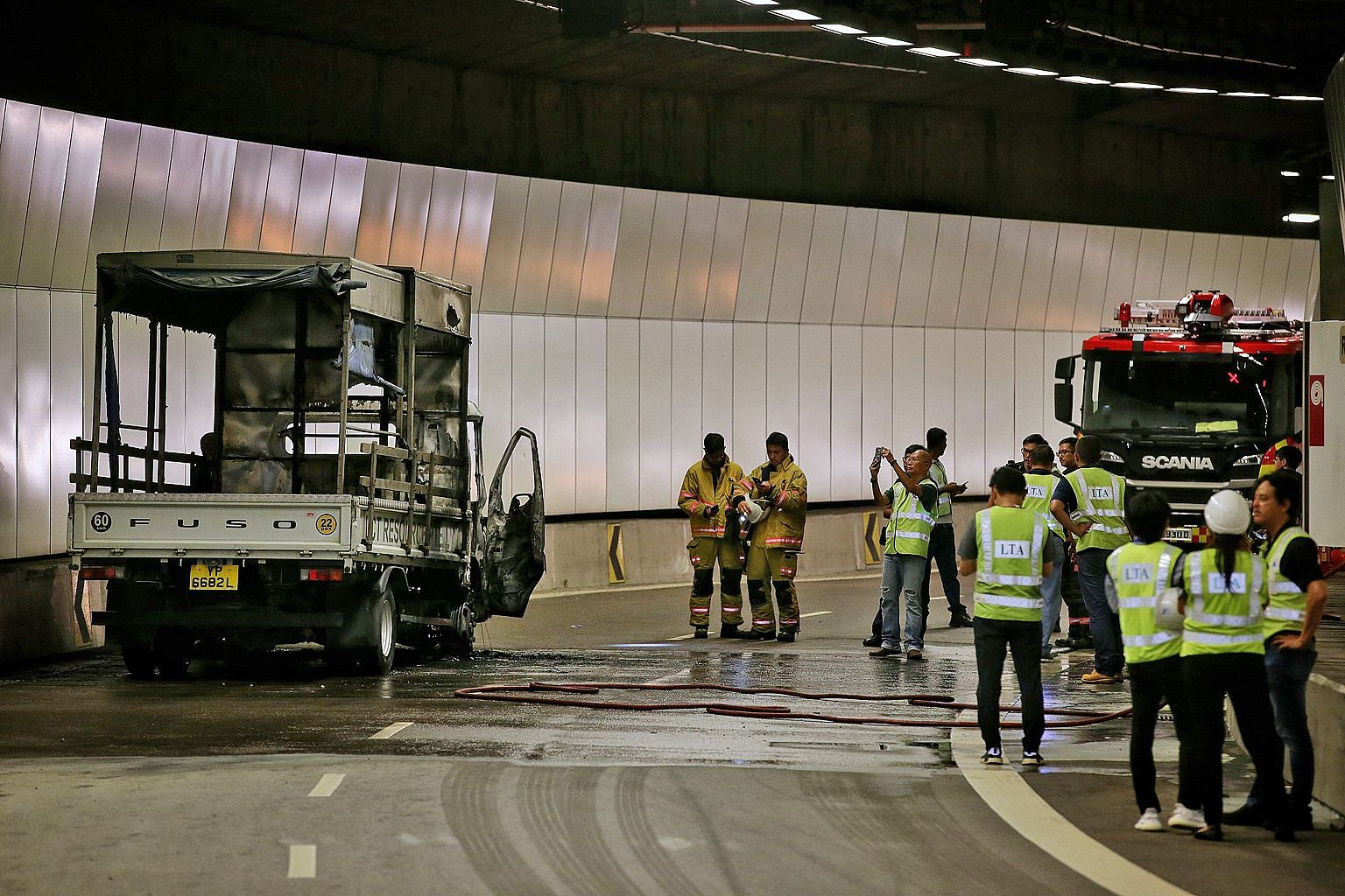 A fire broke out in the Kallang-Paya Lebar Expressway (KPE) tunnel towards Tampines Expressway at the Upper Paya Lebar Road exit yesterday. The Land Transport Authority (LTA) said on Twitter at about 1.30pm that the exit was closed because of the fir
