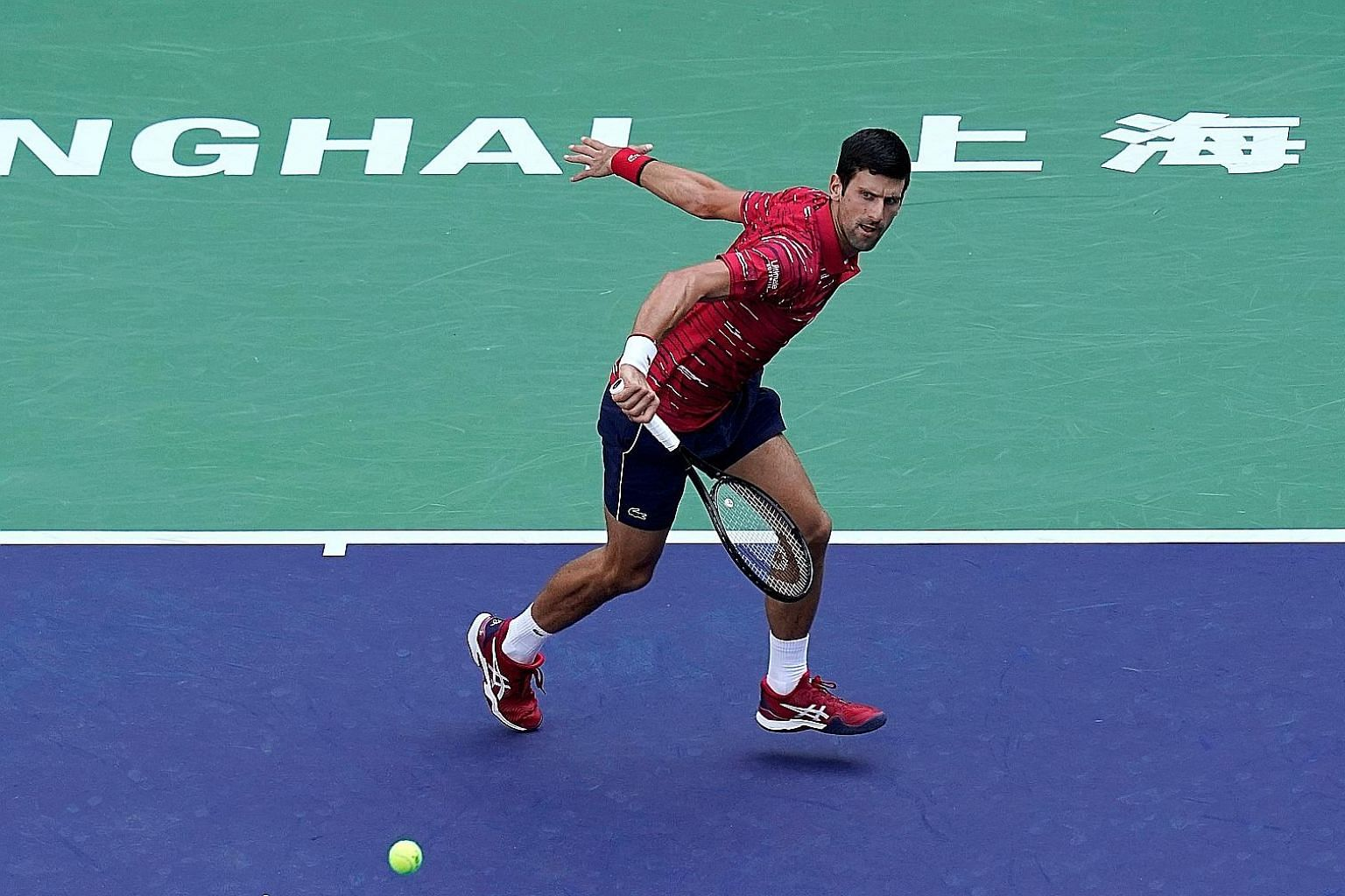 World No. 1 Novak Djokovic en route to defeating American John Isner 7-5, 6-3 yesterday. He will play Greece's Stefanos Tsitsipas in the Shanghai Masters quarter-finals today. PHOTO: REUTERS