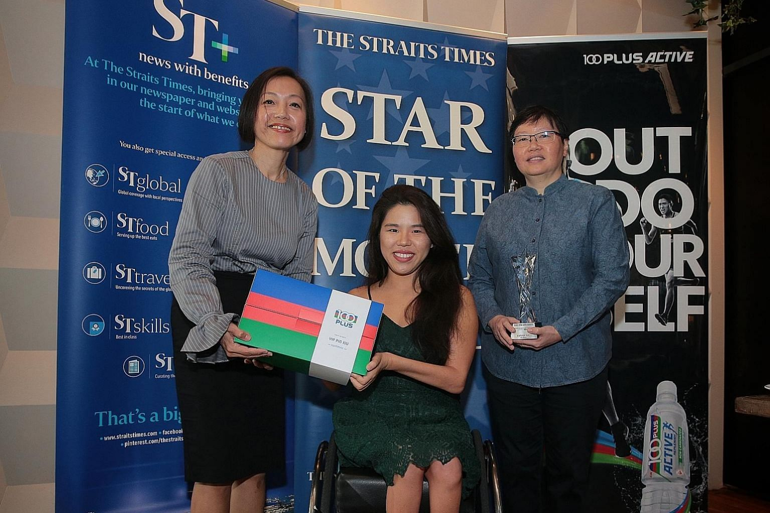 Yip Pin Xiu receiving the ST Star of the Month award for September from managing director of F&N Foods Jennifer See (left) and ST sports editor Lee Yulin yesterday. She won the 50m and 100m backstroke S2 at the World Para Swimming Championships. ST P