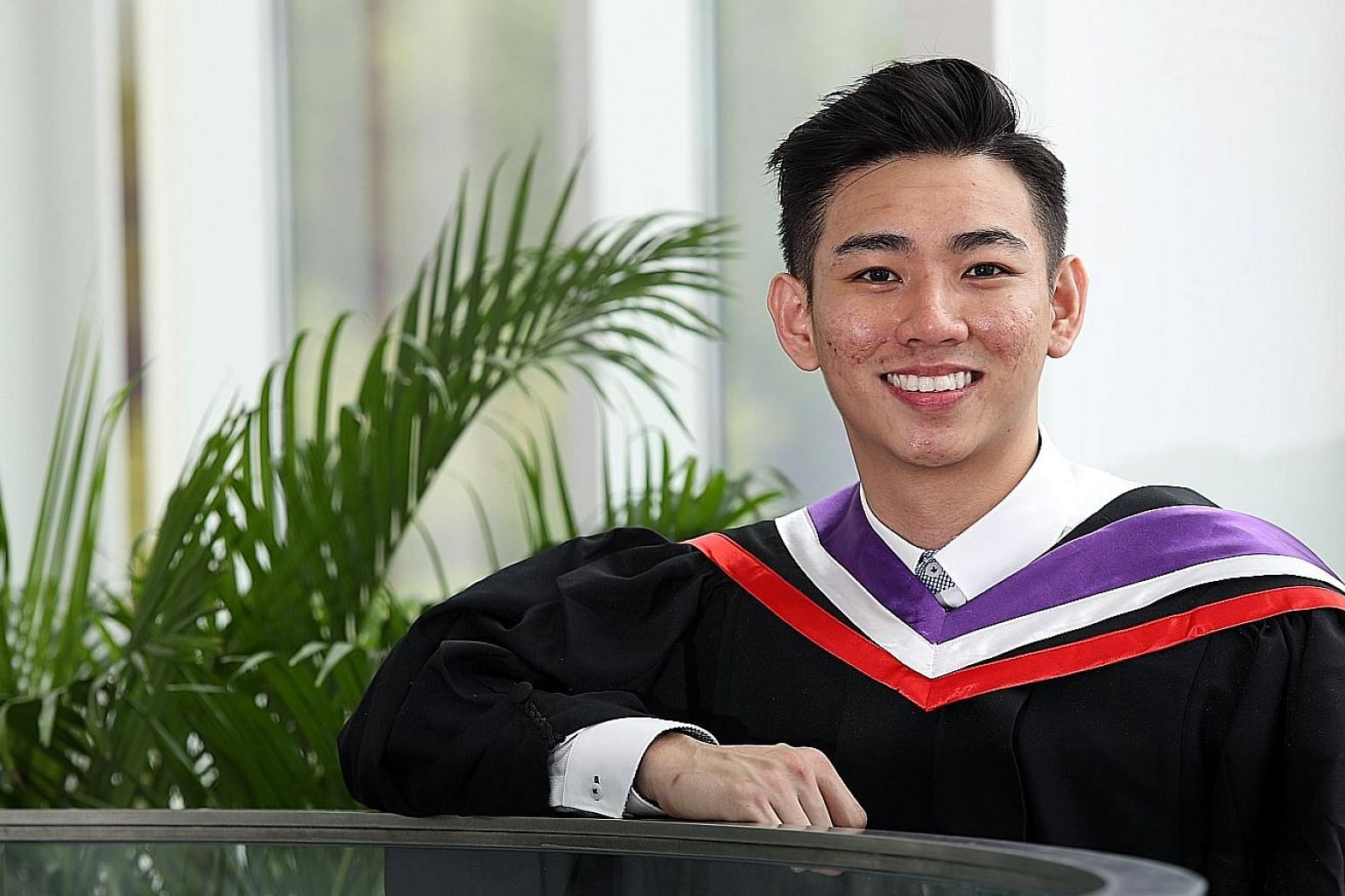Mr Chua Kah Sheng, 26, was one of 14 graduates this year from the Singapore Institute of Technology who were part of the SkillsFuture Work-Study Degree Programme. PHOTO: LIANHE ZAOBAO