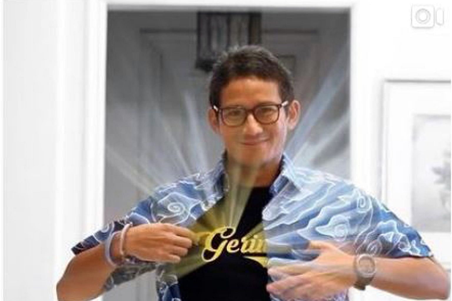 Mr Sandiaga Uno announced his return to Gerindra on Tuesday with a tongue-in-cheek video mimicking Clark Kent's iconic change into a Superman costume.