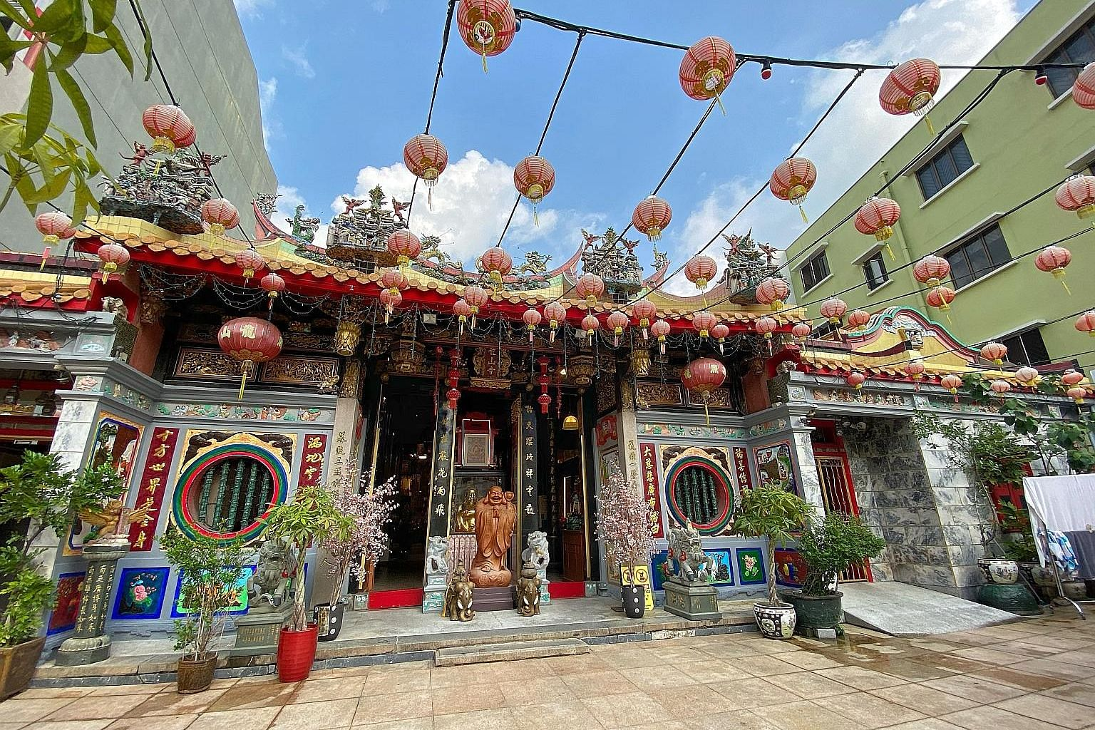 The Leong San See temple has lodged a police report against a Facebook user who posted photos and descriptions allegedly of the temple's abbot engaging in sex acts with men.
