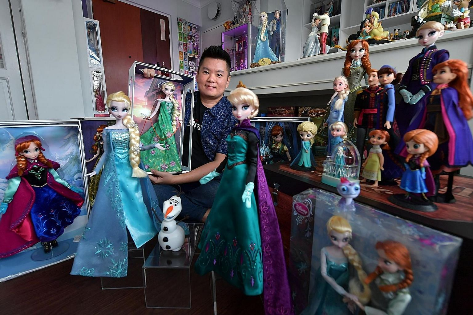 """Elsa Chia (third from far left) with her mother Lim Yue Wei (fourth from far left) and her cousin's family at toy retailer Toys """"R"""" Us' VivoCity branch for a Frozen 2 event recently. Graphic designer David Hilman has spent close to $6,000 on Frozen m"""