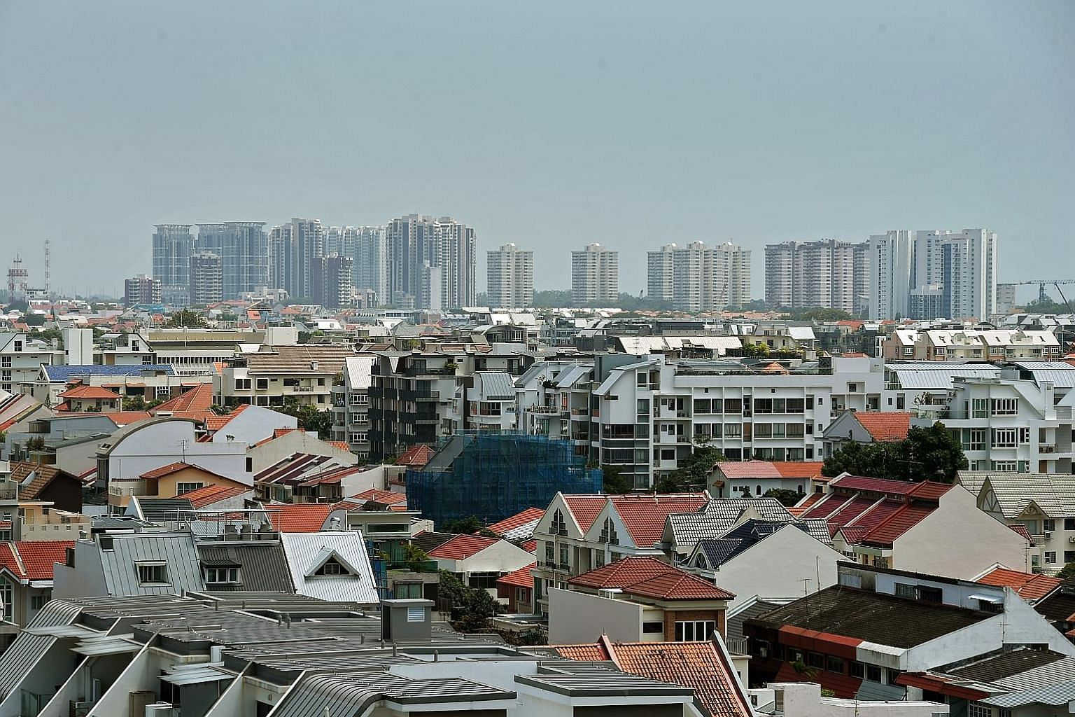The Monetary Authority of Singapore noted that the number of unsold homes from launched projects - excluding executive condominiums - doubled from 2,172 units in the third quarter of last year to 4,377 units in the same three months this year.