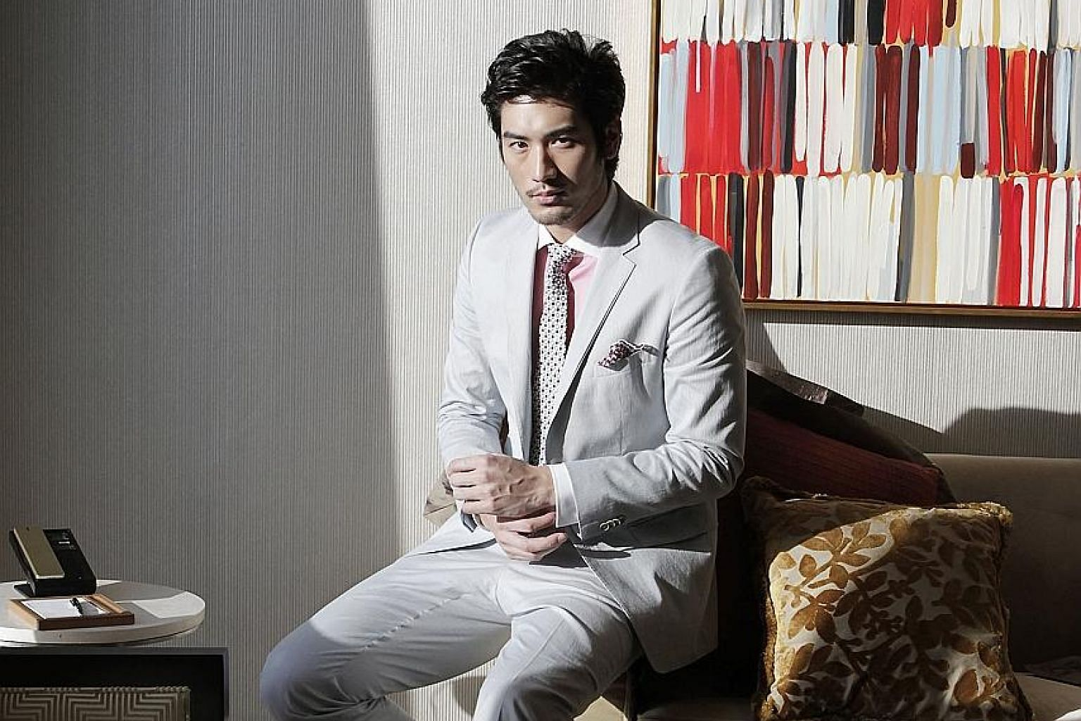 Model-actor Godfrey Gao reportedly worked for 17 hours straight while shooting a Chinese variety series in Zhejiang, China.
