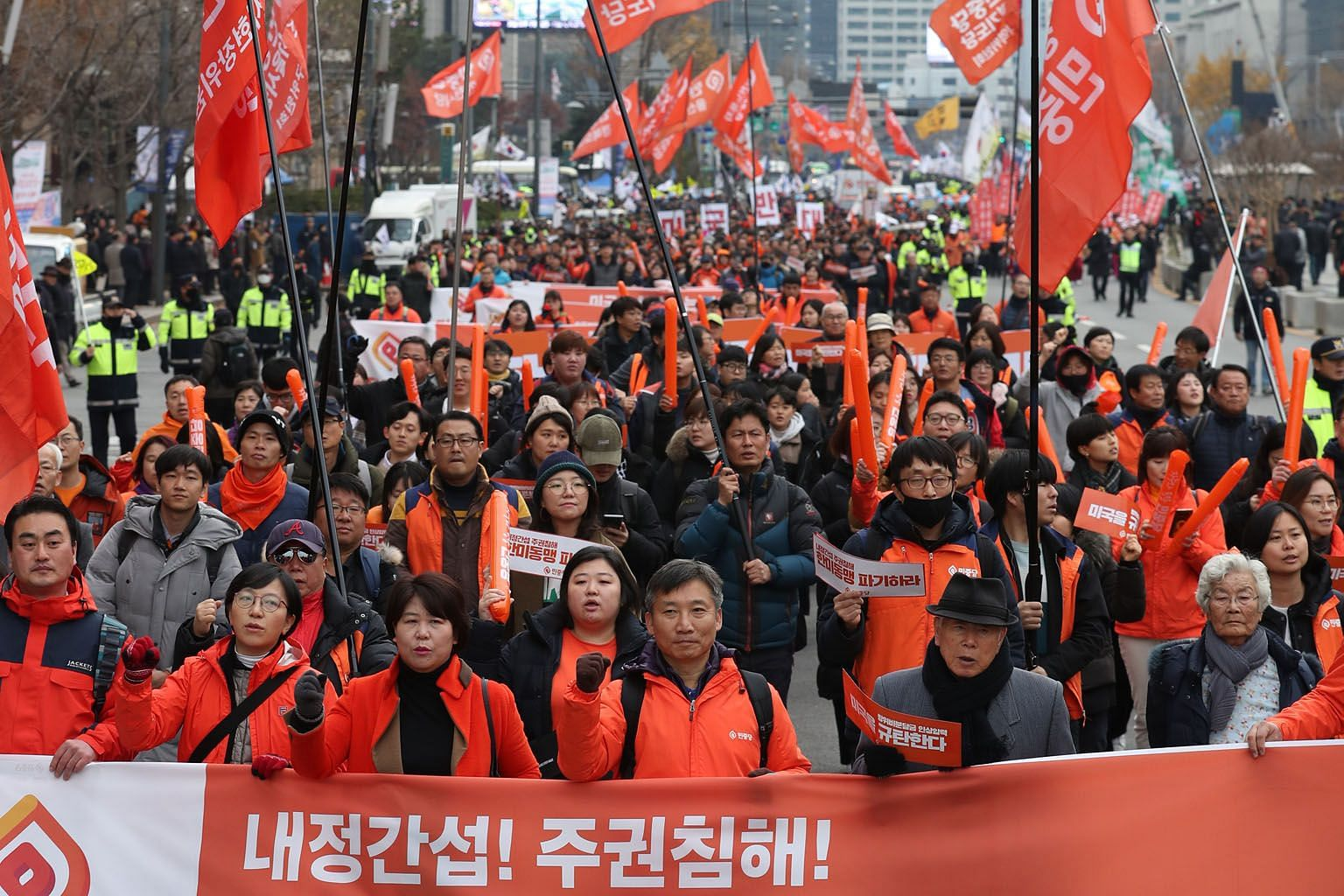 Members of South Korea's progressive Minjung Party protesting in Seoul last Saturday against Washington's push to increase South Korea's financial burden for the presence of American troops in the country. The writer says the Trump administration's demand