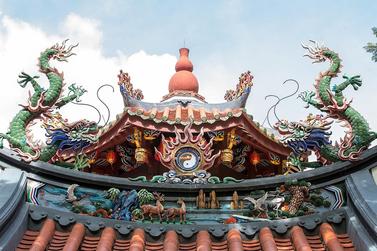 (Above and left) The roof of Singapore Yu Huang Gong, which features ornamental sculptures of dragons, birds and flowers made with the jian nian (cut and paste) technique. (Above) The luxury edition of Heavenly Blessings, which will be launched by Ta