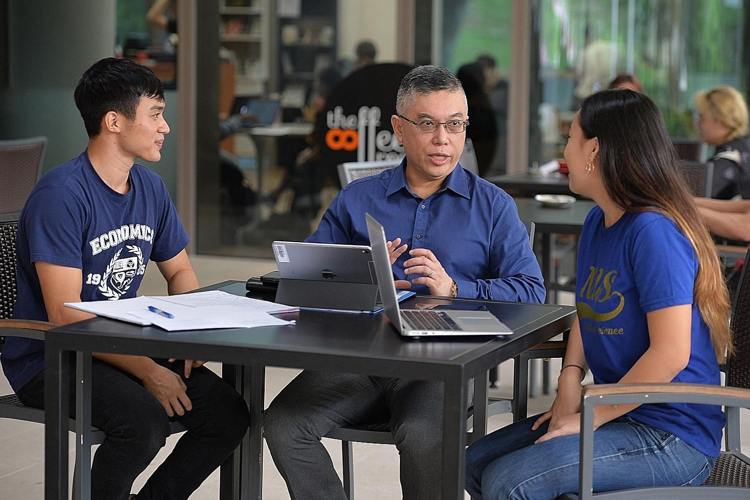 National University of Singapore's Faculty of Arts and Social Sciences dean, Professor Robbie Goh, chatting with two first-year students from his faculty, Mr Ashruff Muhammed Ibrahim, 22, who is keen on pursuing economics, and Ms Nelle Ng, 19, a poli