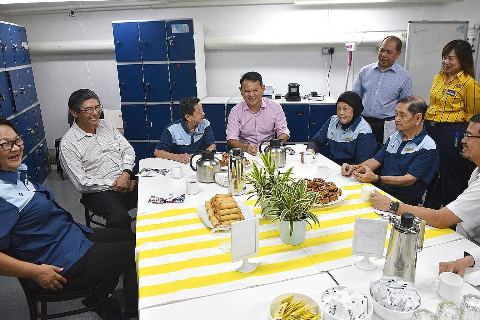 Minister of State for Manpower Zaqy Mohamad (centre), Singapore National Employers Federation member Jeffrey Chua (second from left) and National Trades Union Congress assistant secretary-general Zainal Sapari (right) with cleaners (from left) Lew Ch