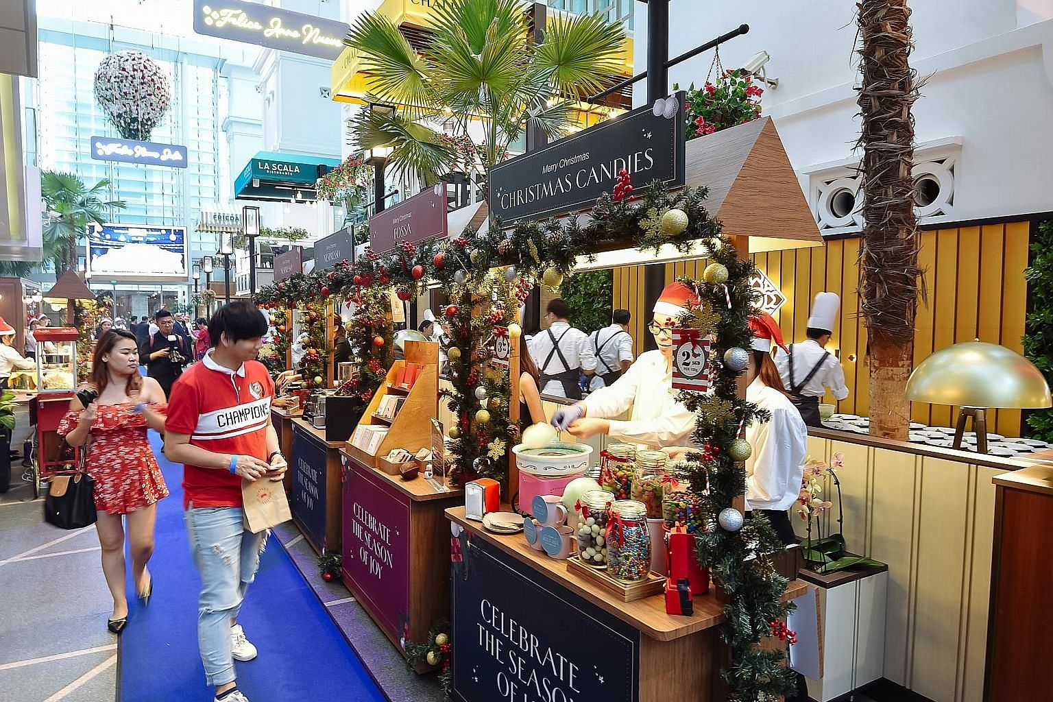SPH subscribers can enjoy a 20 per cent discount when they buy anything from 20 of the more than 50 booths at the Capitol Kempinski Christmas Market. PHOTO: PERENNIAL REAL ESTATE HOLDINGS