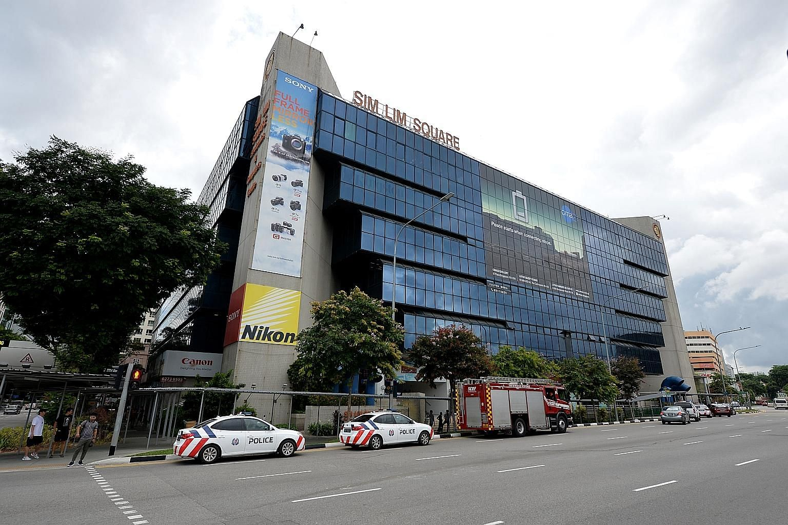 Sim Lim Square's collective sale committee investigated the mall's net lettable area and discovered the extra 27 per cent of built-up space. The reserve price remains at more than $1.25 billion. ST FILE PHOTO