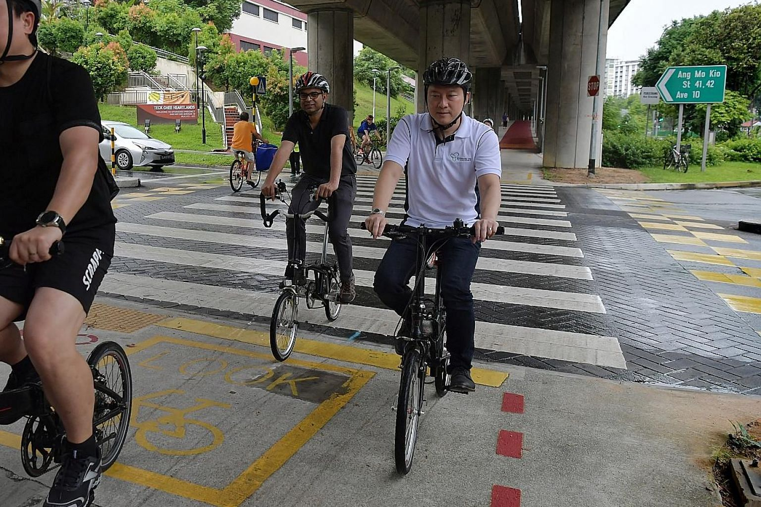 "LTA said the markings on footpaths, such as the one above in Jurong East Street 31, ""educate path users and help them distinguish between a footpath and a cycling path"". ST PHOTO: JASON QUAH Senior Ministers of State for Transport Janil Puthucheary a"
