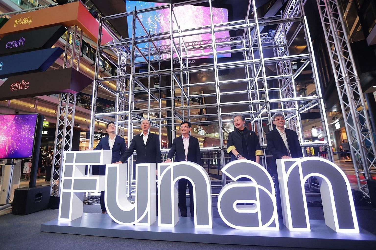 A robot-controlled collection point will allow customers to retrieve their purchases from the mall at any time. The 24-hour service will be trialled with GamePro Shop, Alan Photo and T K Foto in the first quarter of next year. (From left) Funan centr
