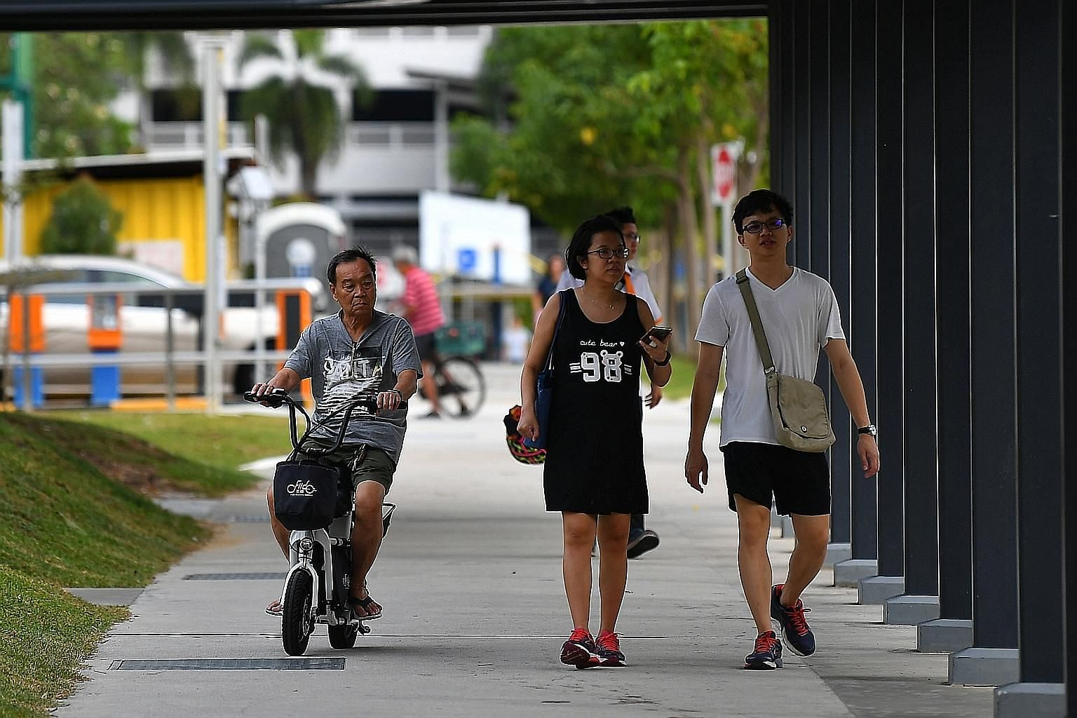 The LTA said it will step up patrols to strictly enforce the zero-tolerance policy towards riding e-scooters on footpaths. The number of registered e-scooters has also gone down to 75,000 in the wake of the ban. ST PHOTO: LIM YAOHUI