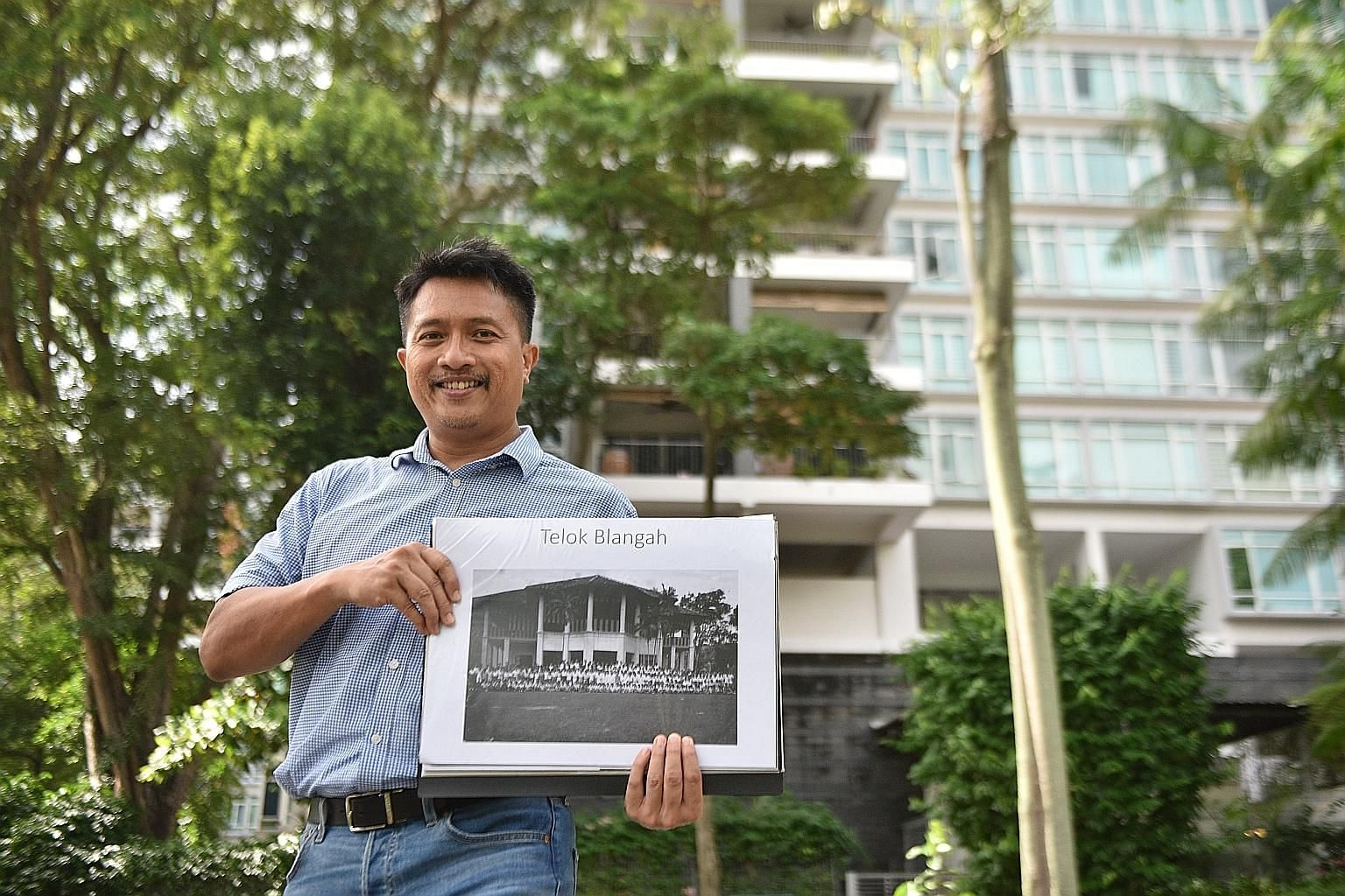 Heritage researcher Sarafian Salleh holding an undated picture of Istana Engku Khalid when Radin Mas Primary School was operating out of it. The Pearl@Mount Faber condominium now occupies the spot. Mr Sarafian learnt that Singapore was once home to a