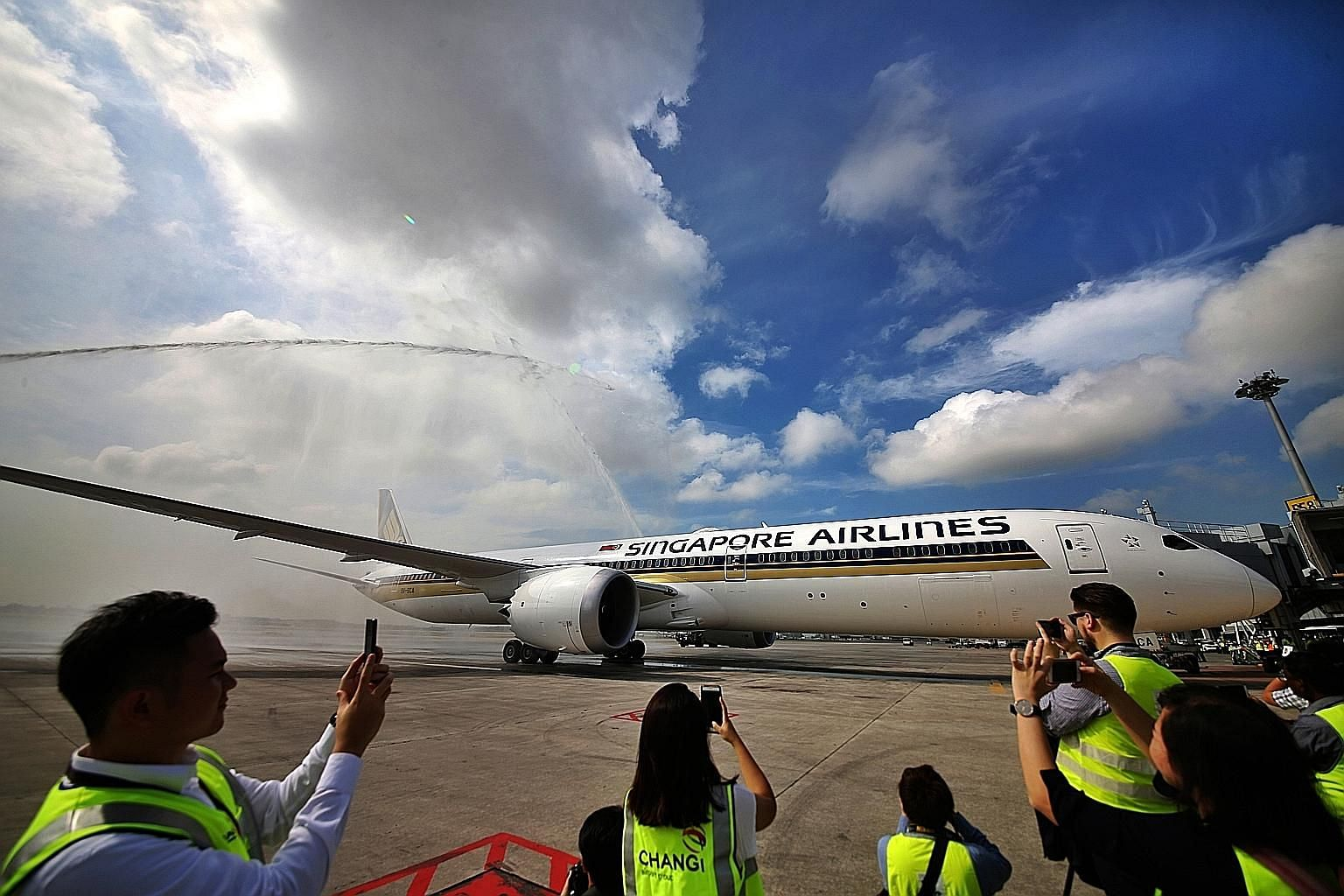 A 787 Dreamliner operated by Singapore Airlines. Vistara, SIA's Indian joint venture, is considering ordering more 787 Dreamliner jets - whose sticker prices start at about US$250 million (S$337 million) each - from Boeing to add flights to destinati
