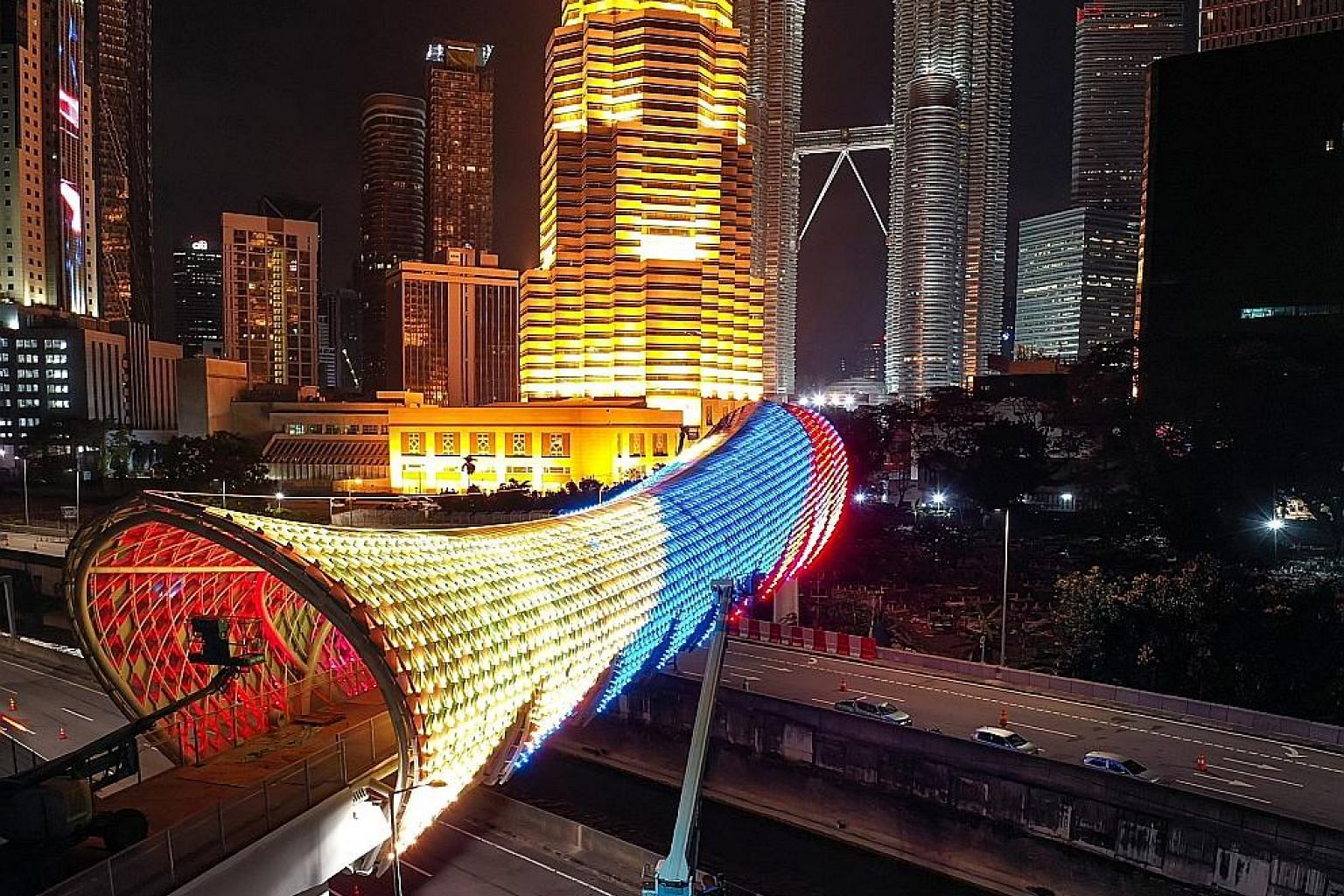 The Saloma Link, named after the wife of legendary Malay actor P. Ramlee, links Kampung Baru, a historic Malay village in Kuala Lumpur, and a major road near the Petronas Twin Towers.