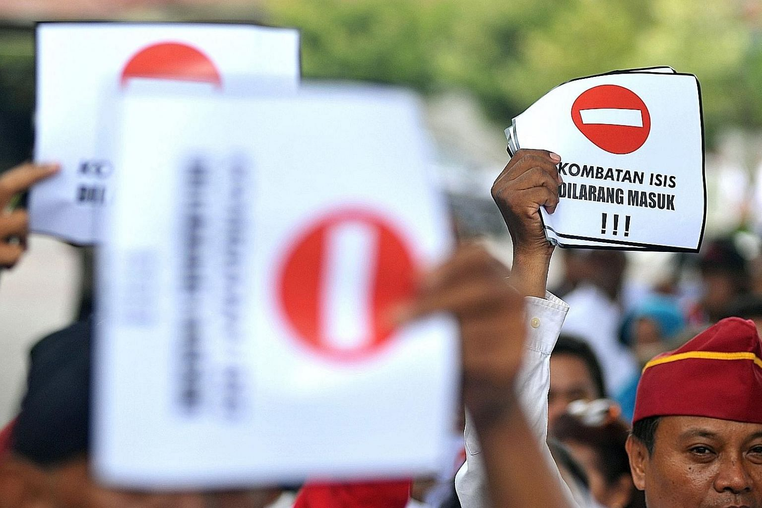 """Protesters with signs that say """"No entry for ISIS combatants"""" at a rally against the repatriation of Islamic State in Iraq and Syria fighters in Yogyakarta last Friday. Indonesia said on Tuesday that it will not repatriate citizens who had joined the"""